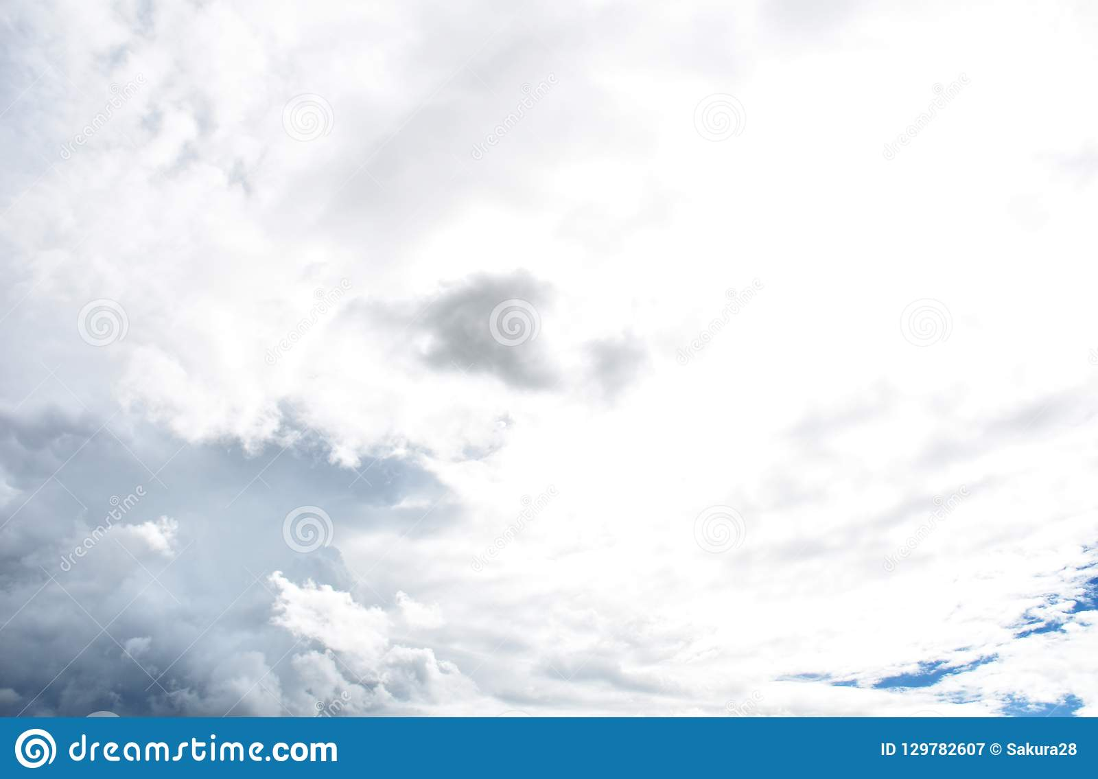 Regen-Wolke vor strom