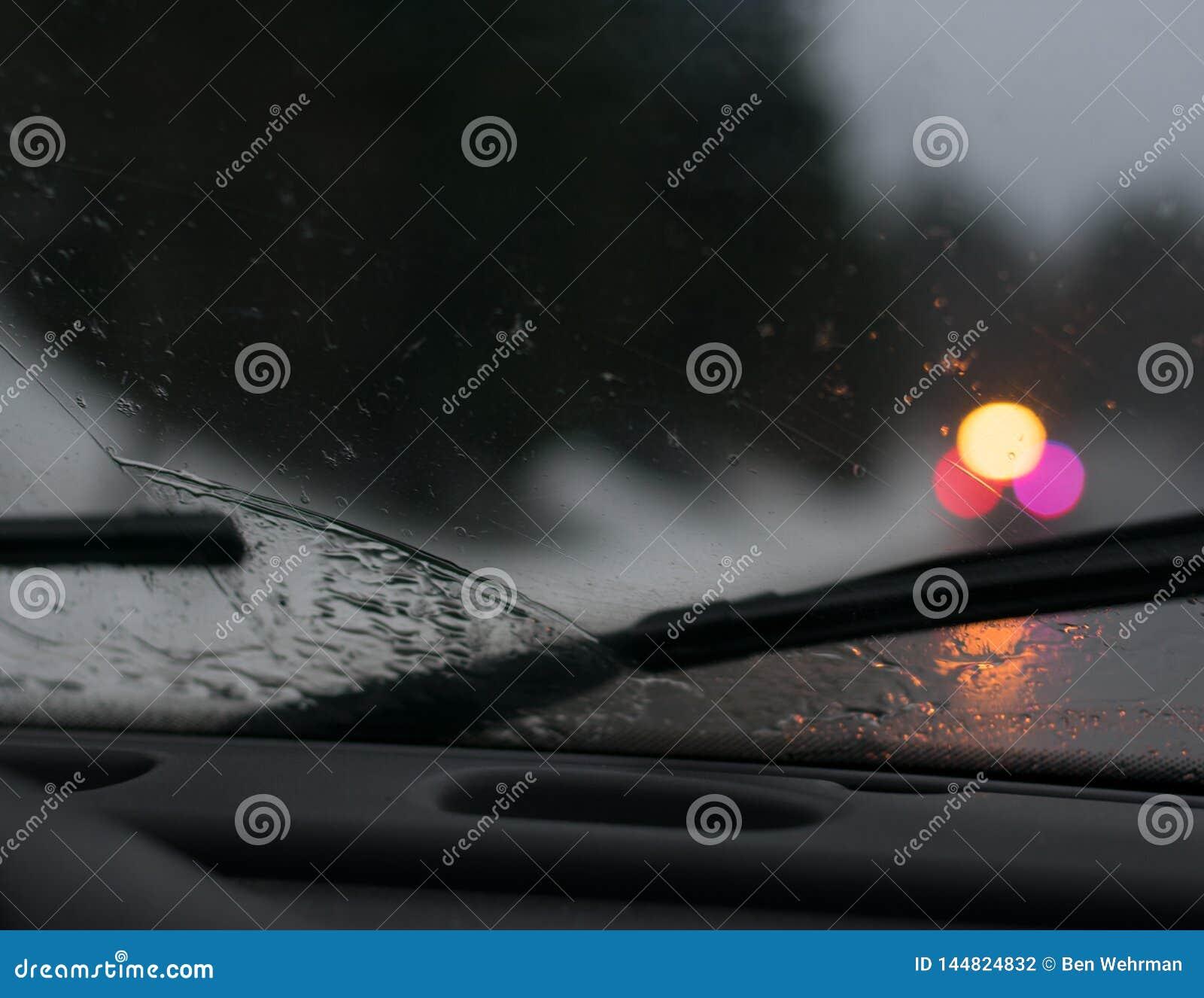 Regenachtige Aandrijving op een Stormachtige Nacht