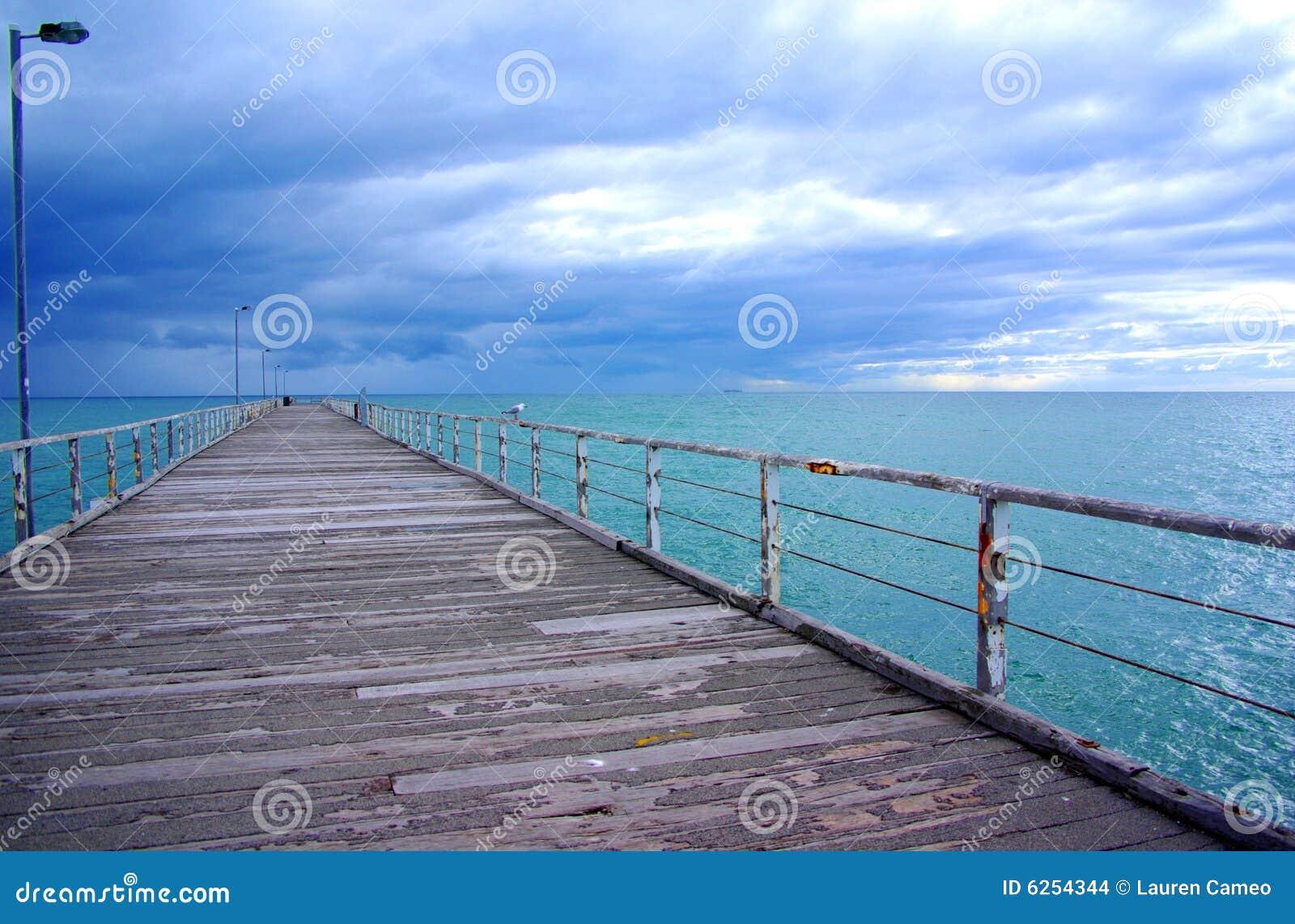 Regenachtige Hemel & Lange Pier