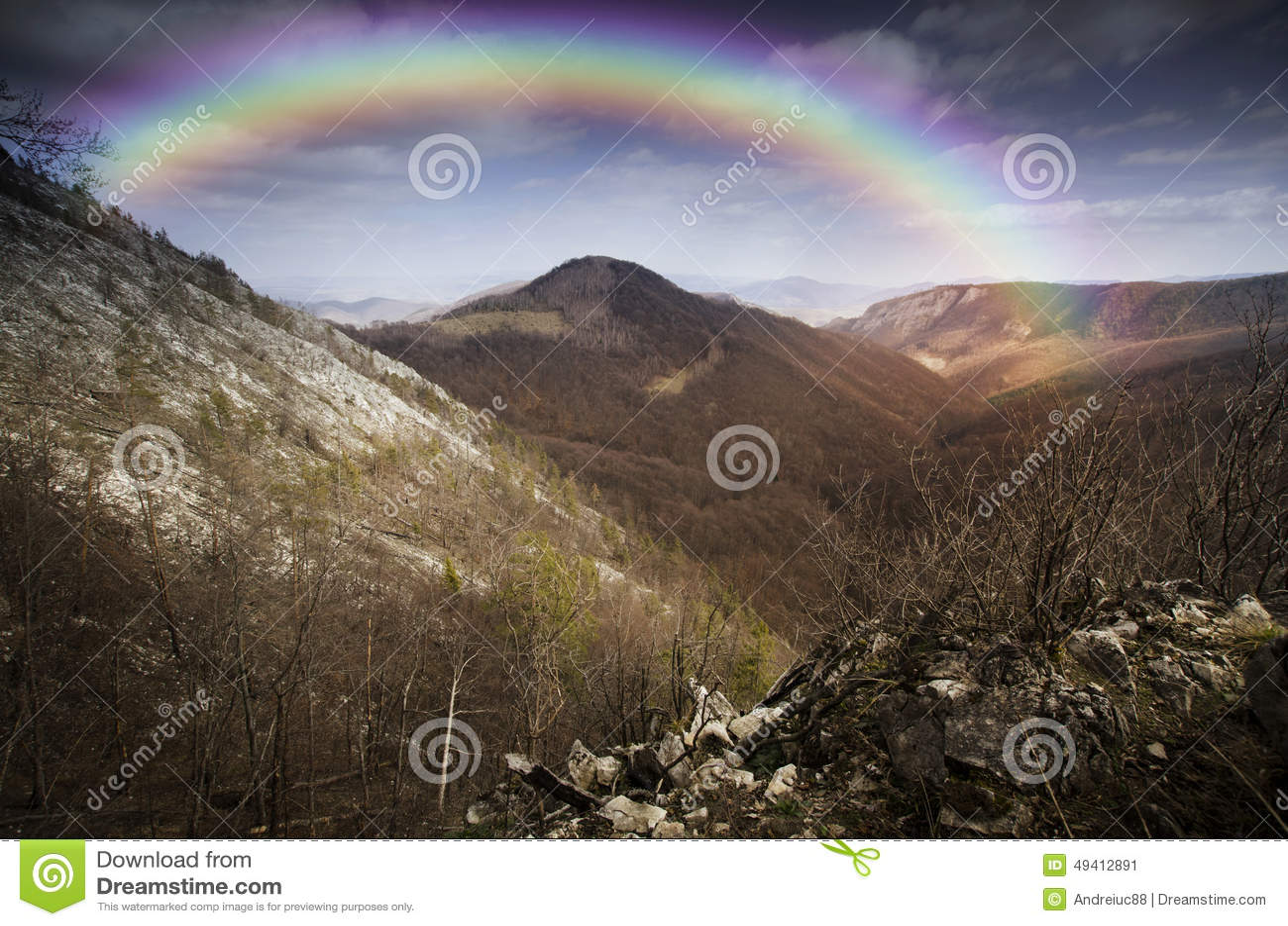 Download Regenbogen über Berglandschaft Stockbild - Bild von glücklich, klippen: 49412891