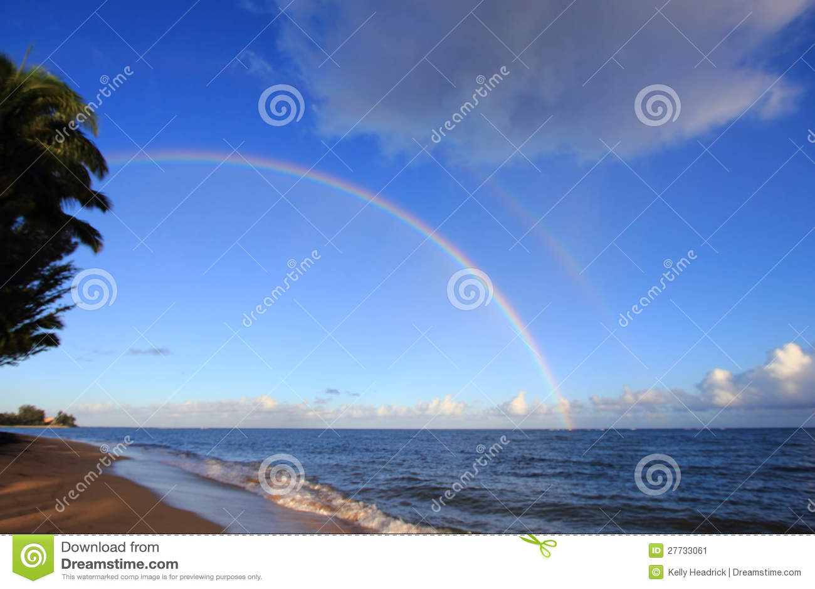 Regenbogen über dem Ozean