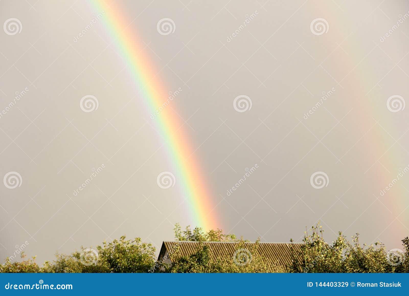 regenbogen nach regen im himmel stockbild  bild von