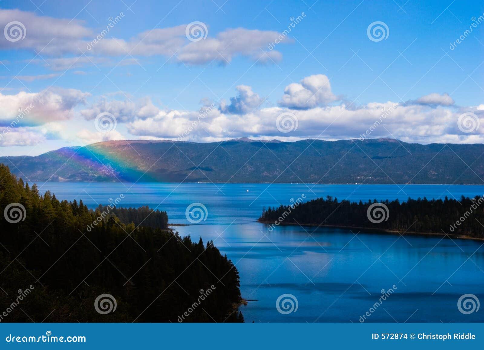 Regenboog over Meer Tahoe