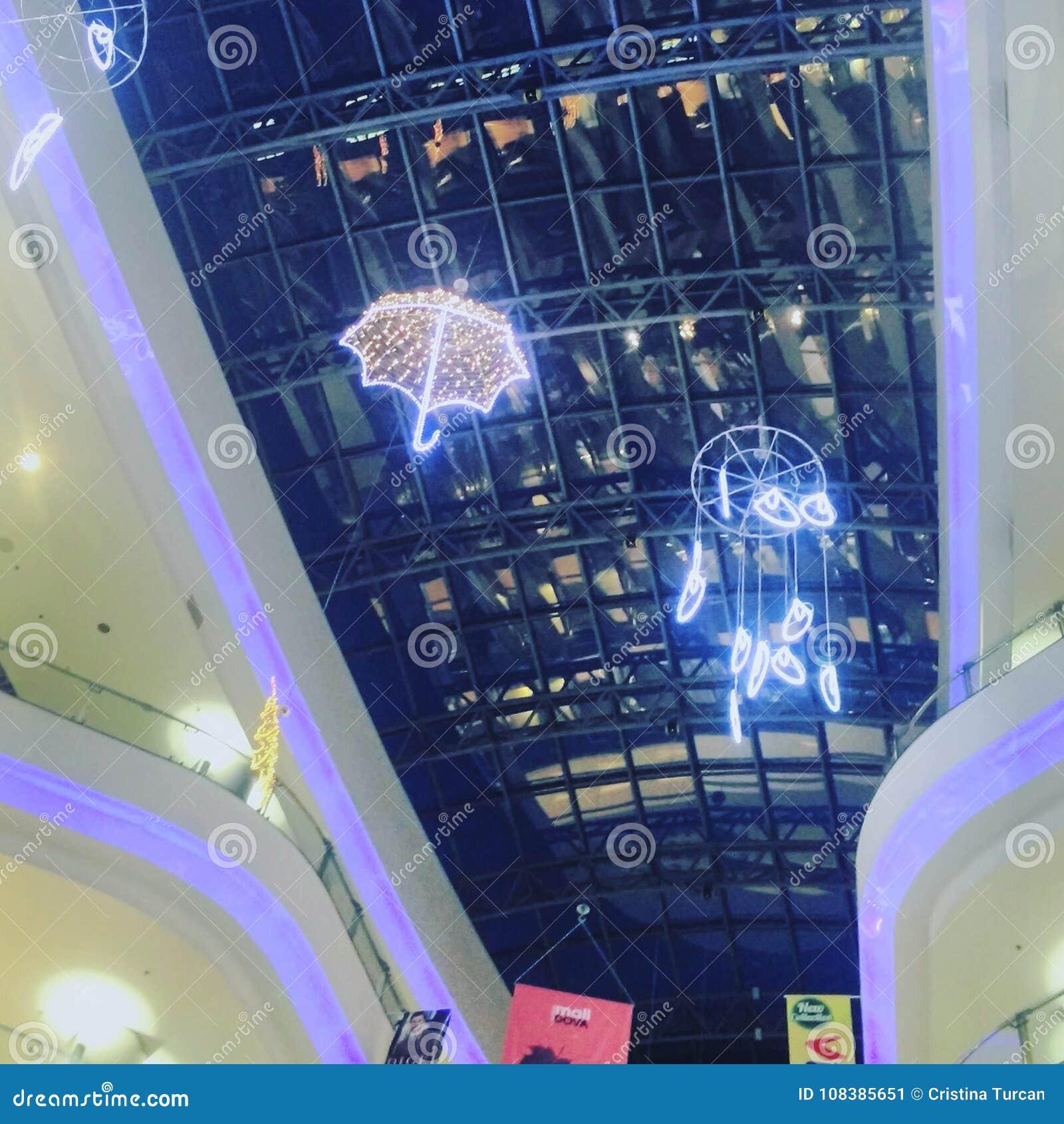 Regenhaube im Mall
