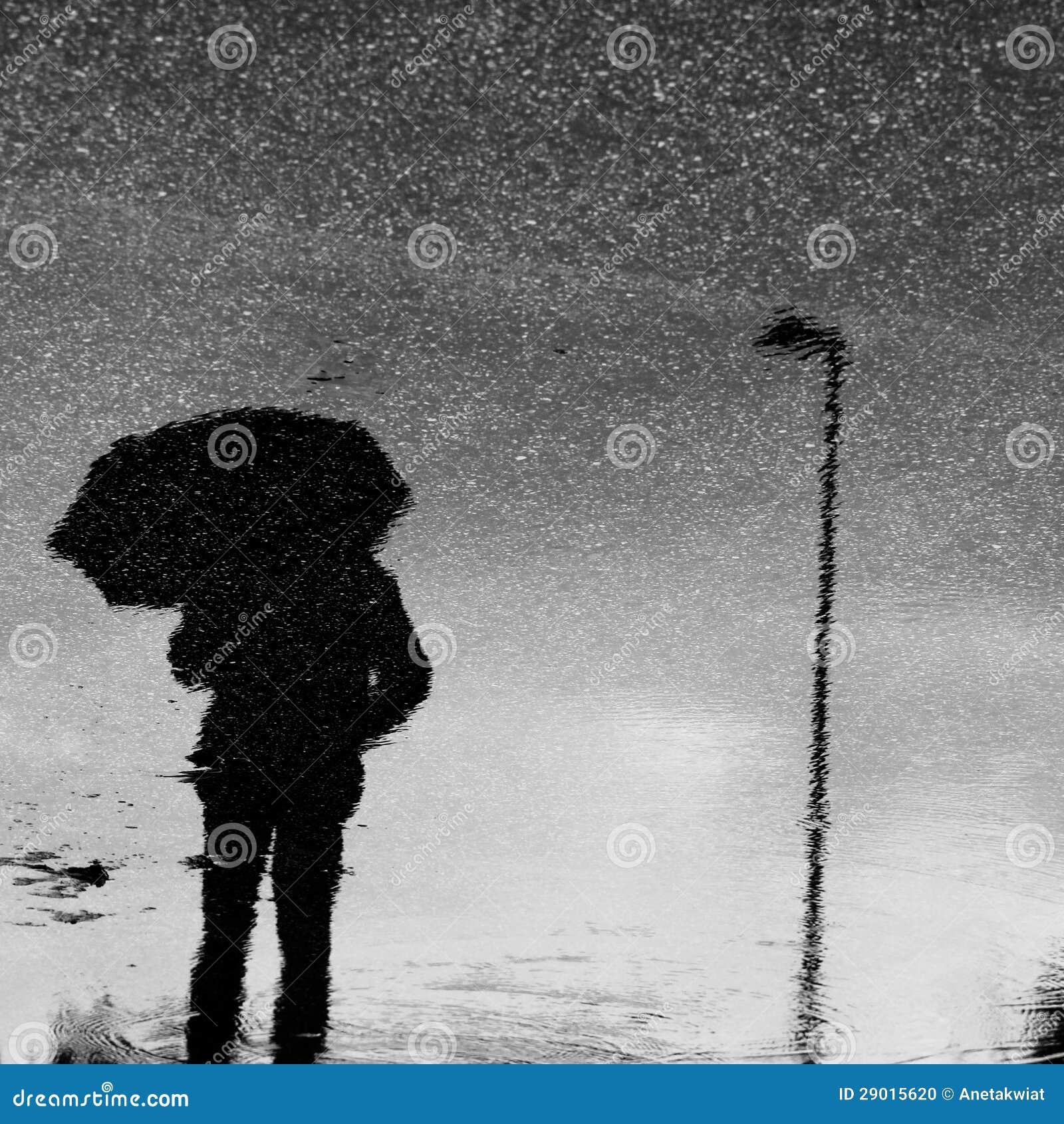 Regenschirm unter dem Regen