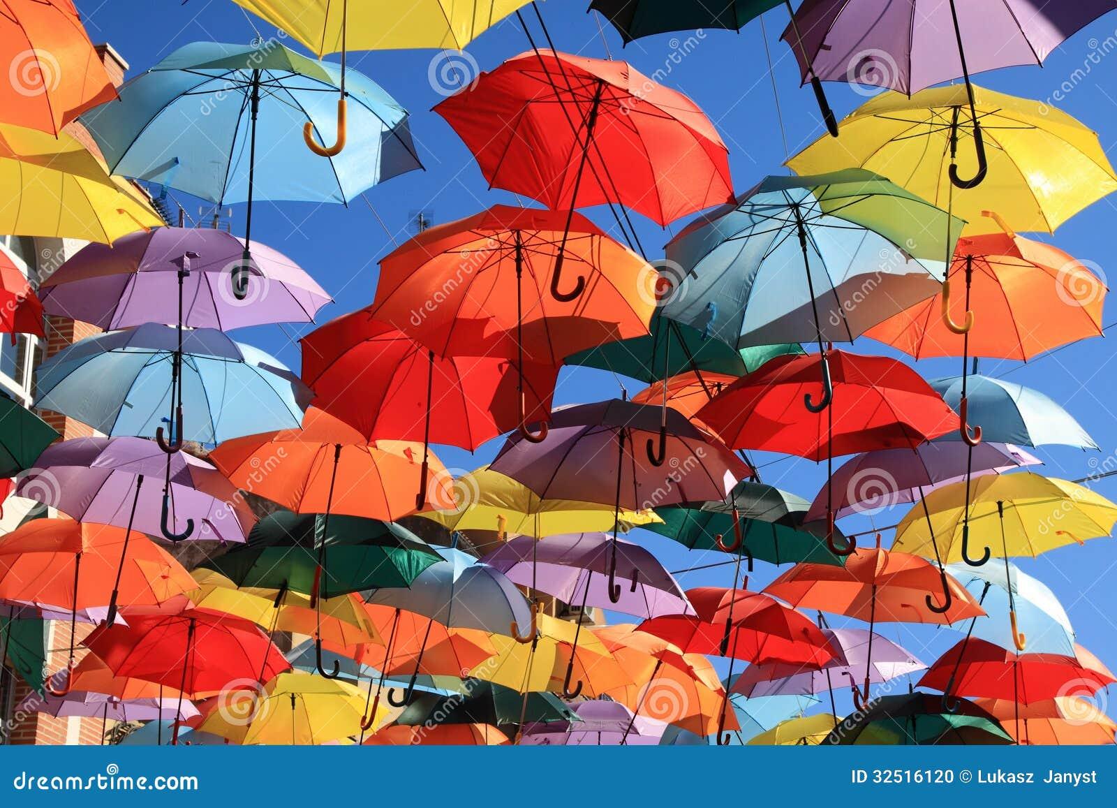 Regenschirme Madrid, Getafe, Spanien Stockfoto - Bild ...