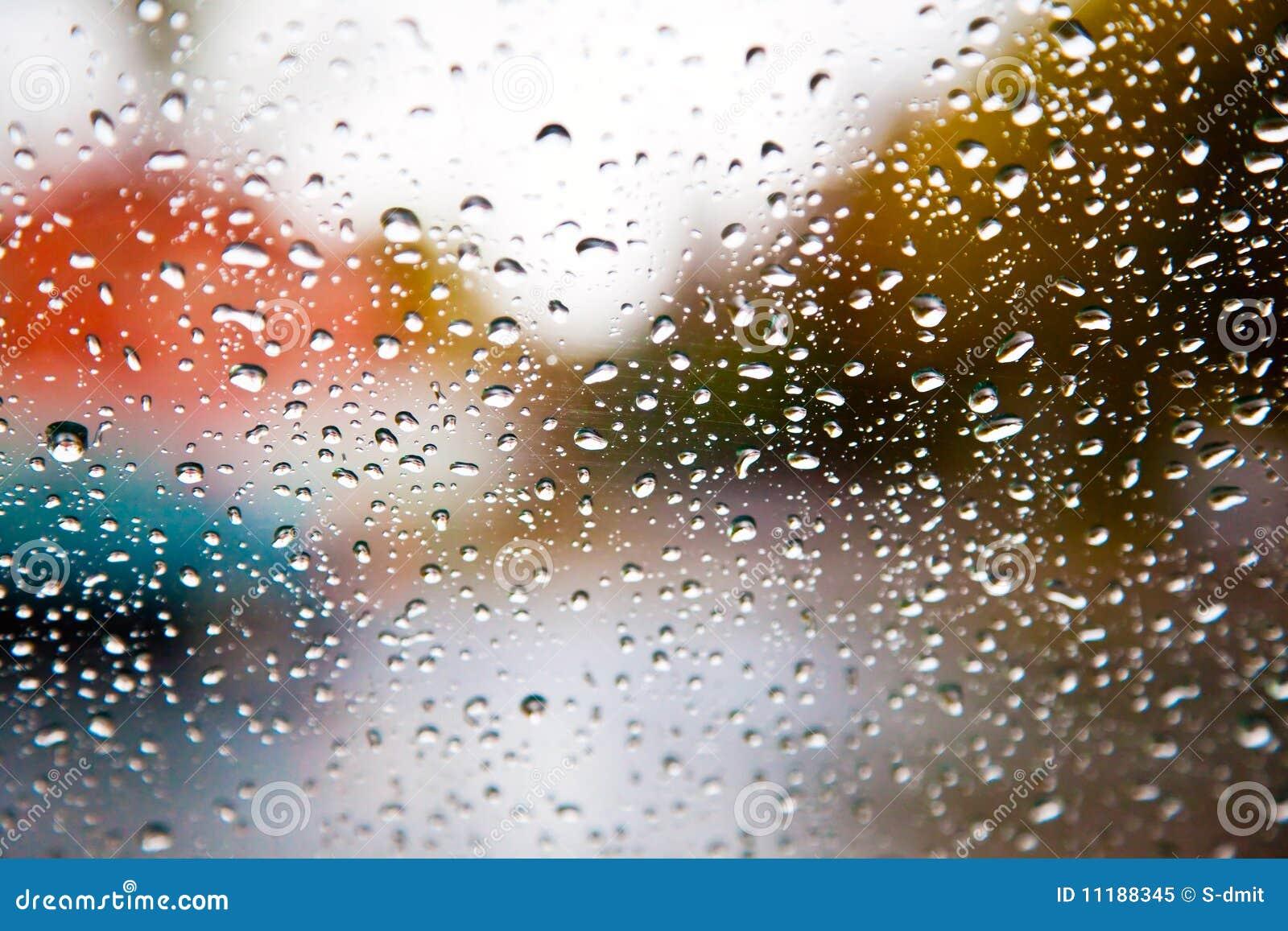 Regentropfen auf Fenster