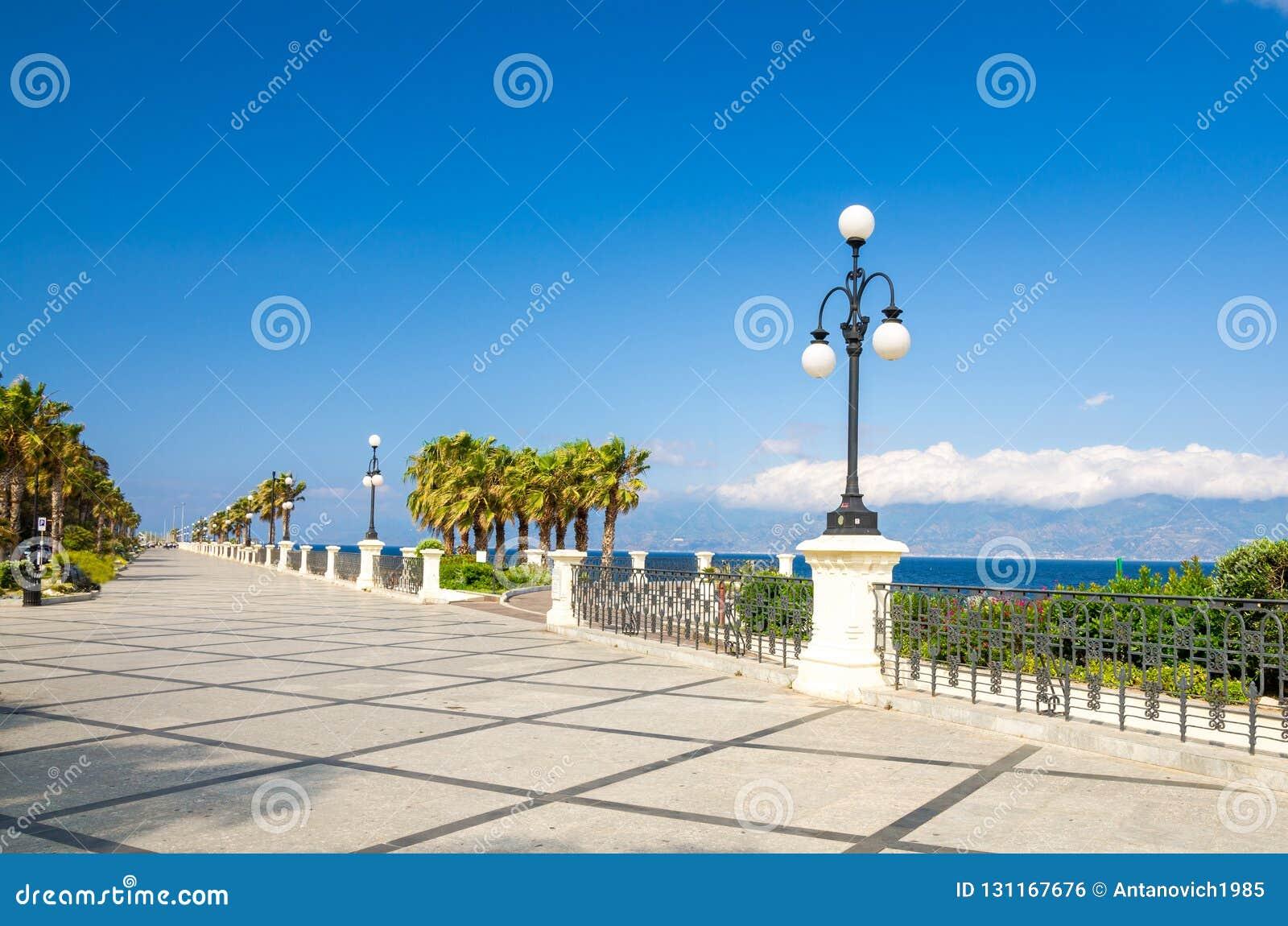 Reggio- di Calabriapromenade Lungomare Falcomata, Süd-Italien