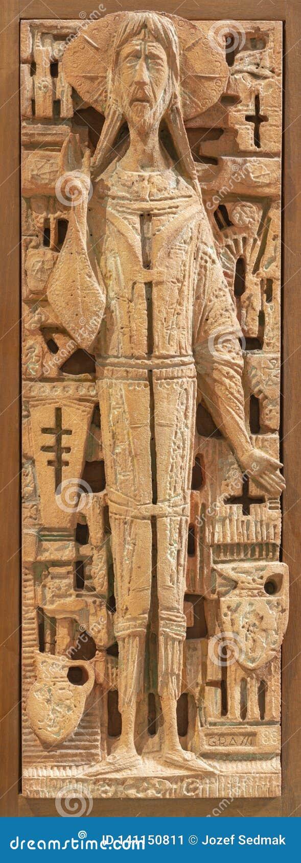 REGGIO EMILIA, ITALIA, 2018: El Jesús en teracota como el detalle del ambone en el apostoli de Santi Giacomo e Filippo de los di
