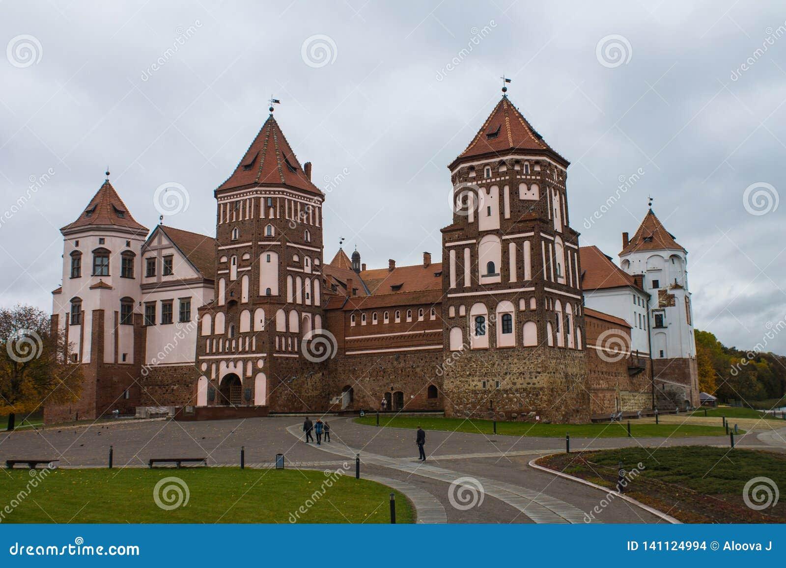 Región de Bielorrusia, Grodno, 23, octubre de 2015: Mir Castle