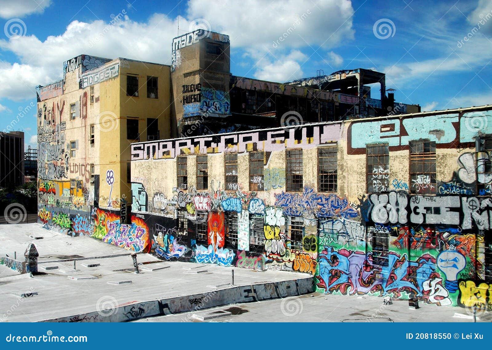 Regine, NY: Fabbrica coperta nei graffiti