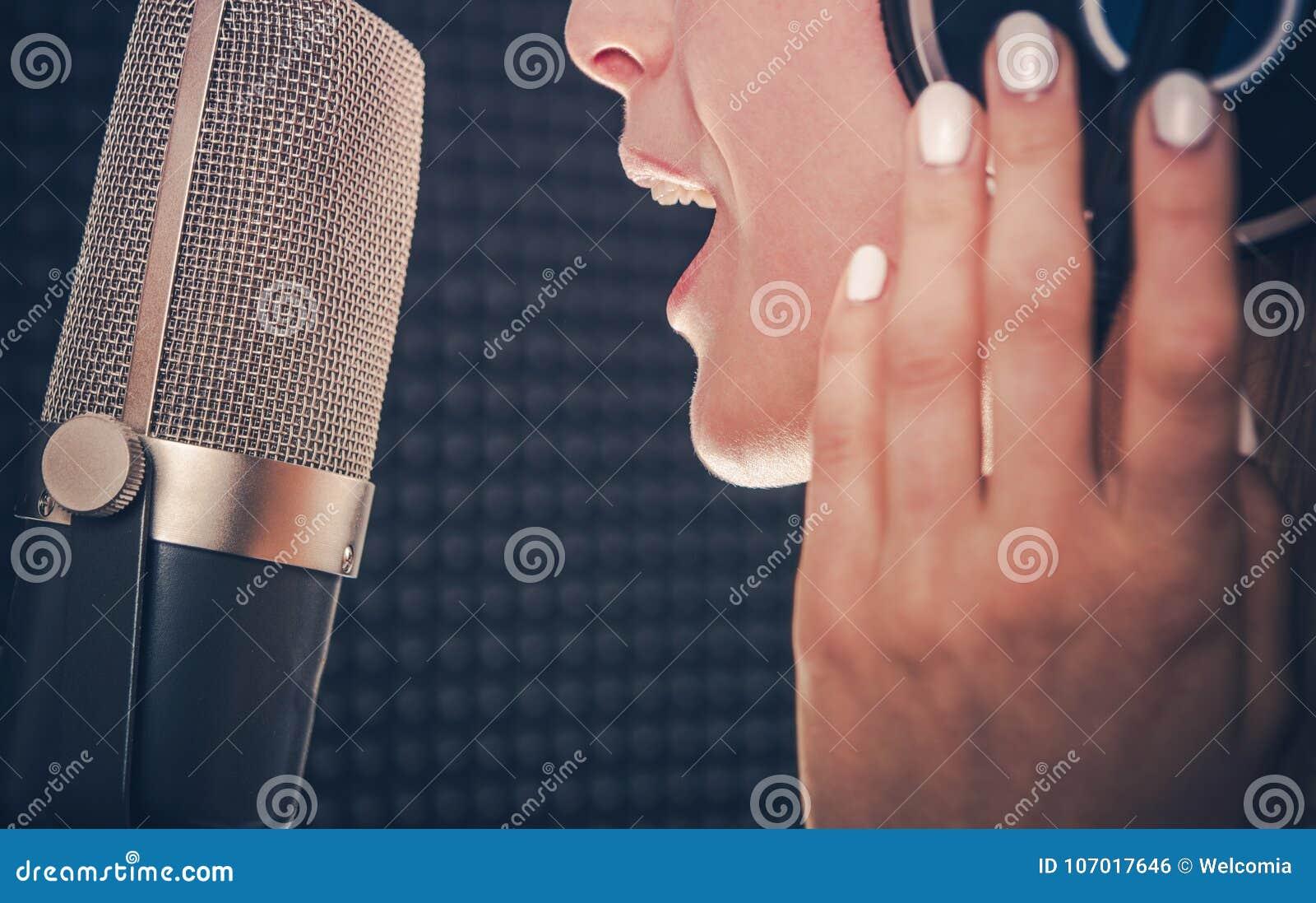 Registrazione di canzone da Cantante