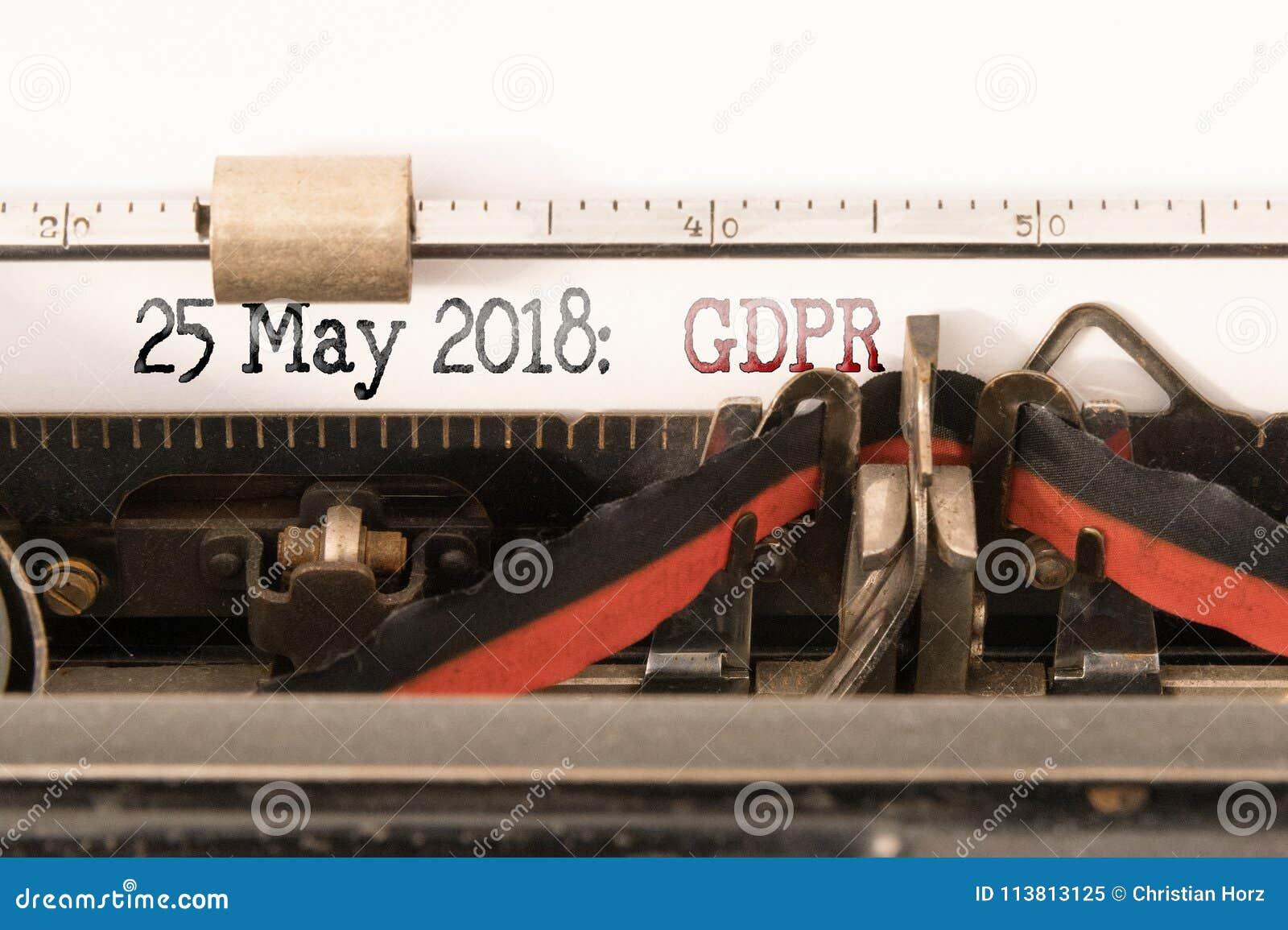 Reglering för skydd för allmänna data för GDPR-EU och avslutningdatum som är skriftligt på den manuella skrivmaskinen