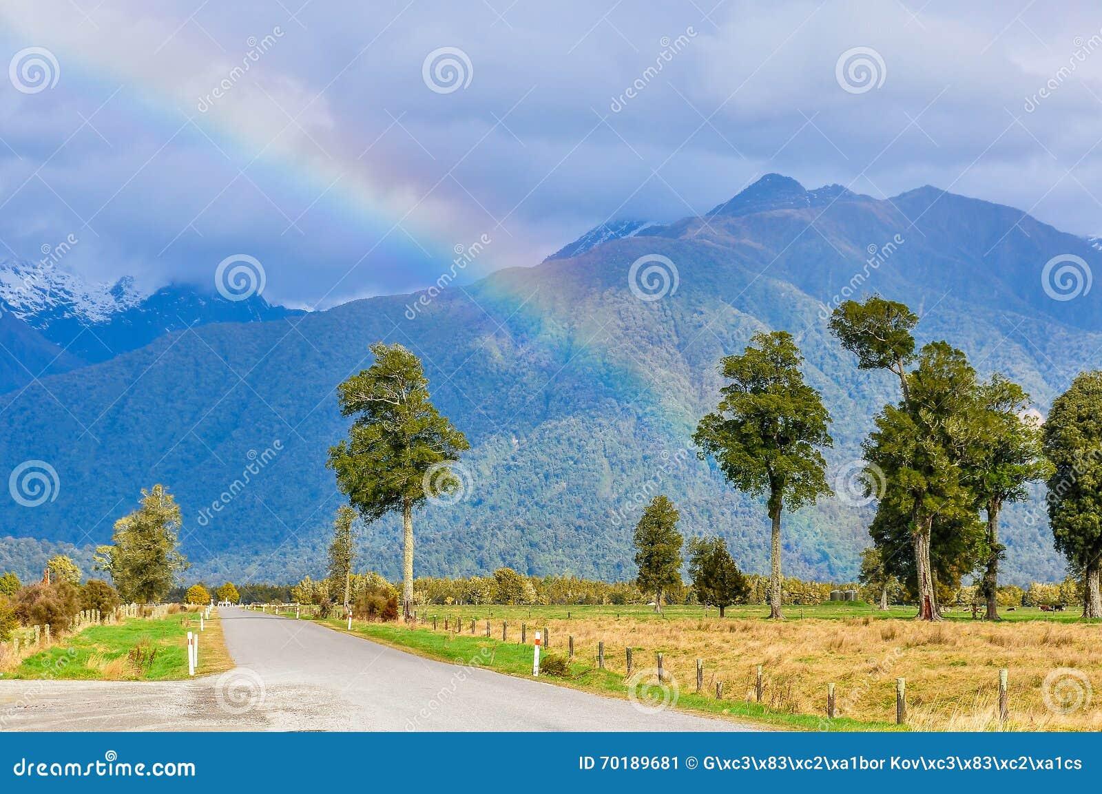 Regnbåge nära sjön Matheson, Nya Zeeland
