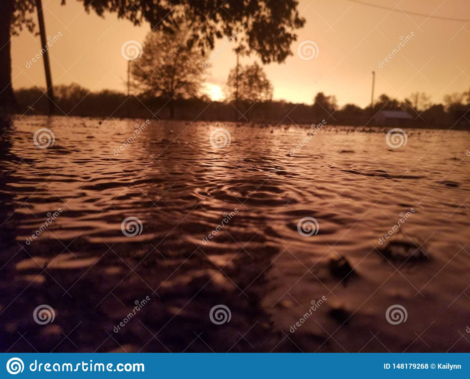 Regnen des Sonnenuntergangs
