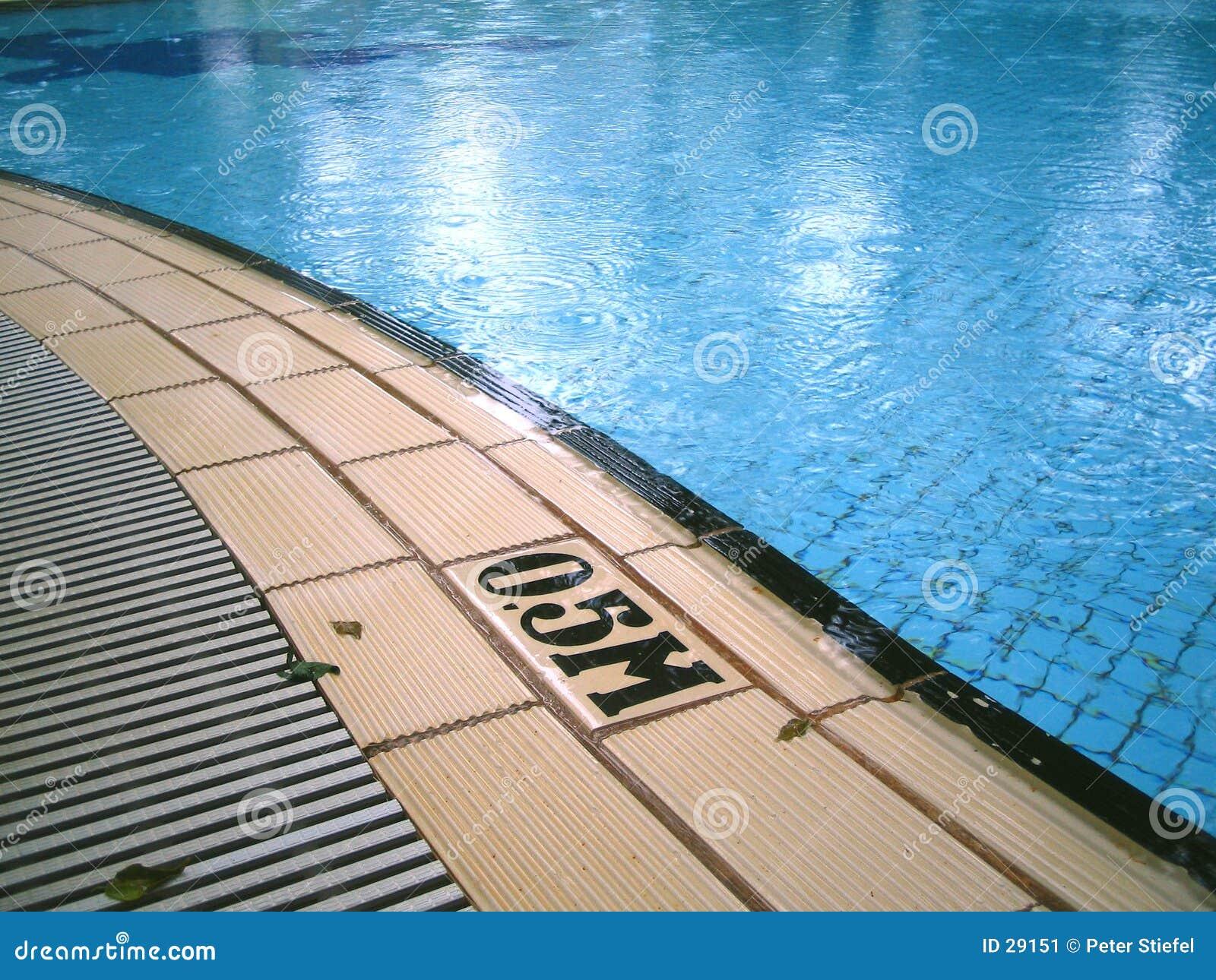 Regnerischer Tag am Pool