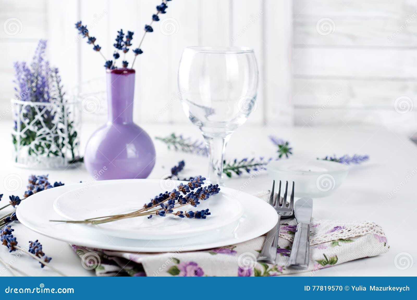 Tavolo Bianco Stile Provenzale.Regolazione Del Tavolo Da Pranzo Allo Stile Della Provenza