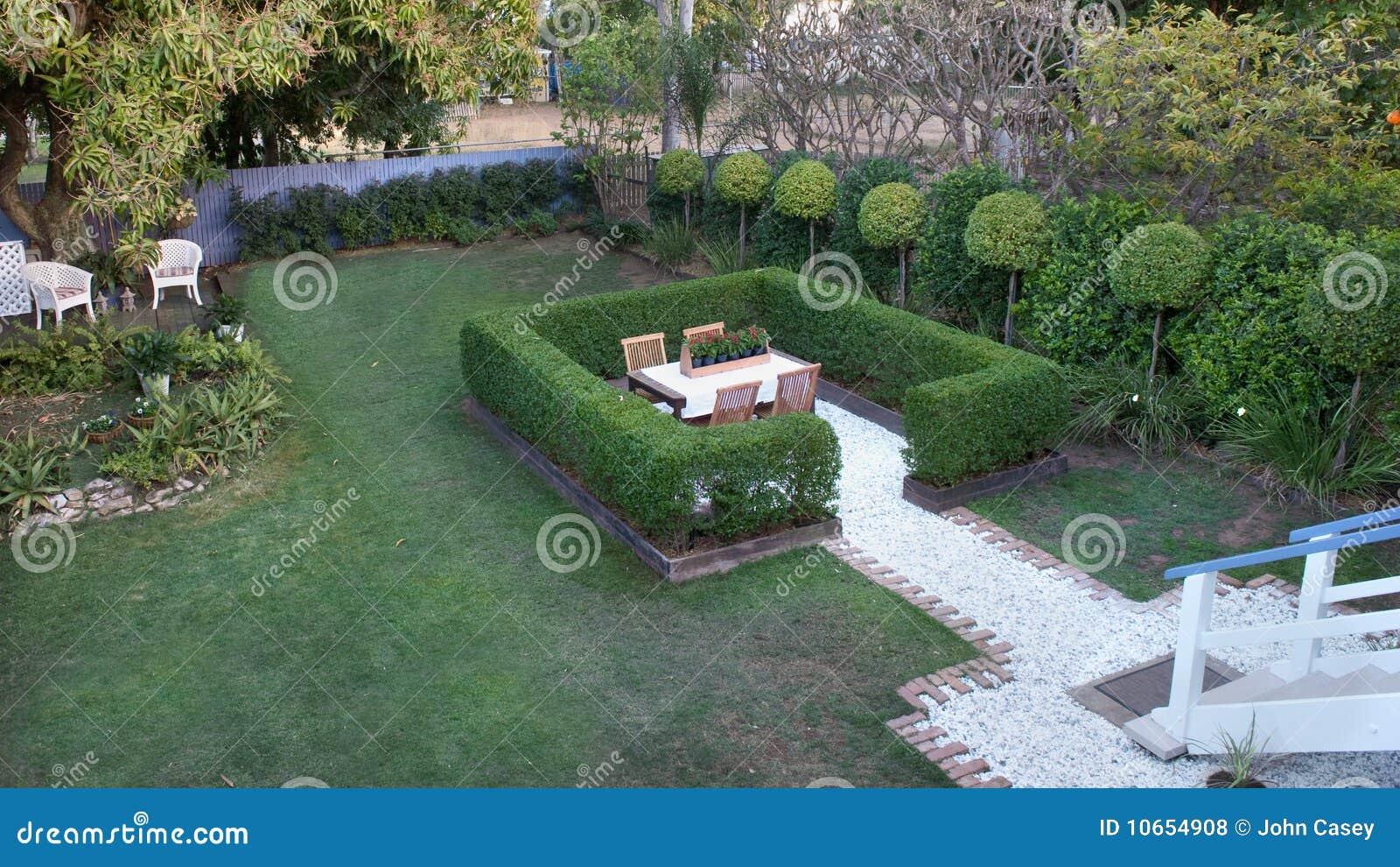 regolazione della siepe del giardino fotografie stock libere da ... - Siepe Da Giardino Piccolo