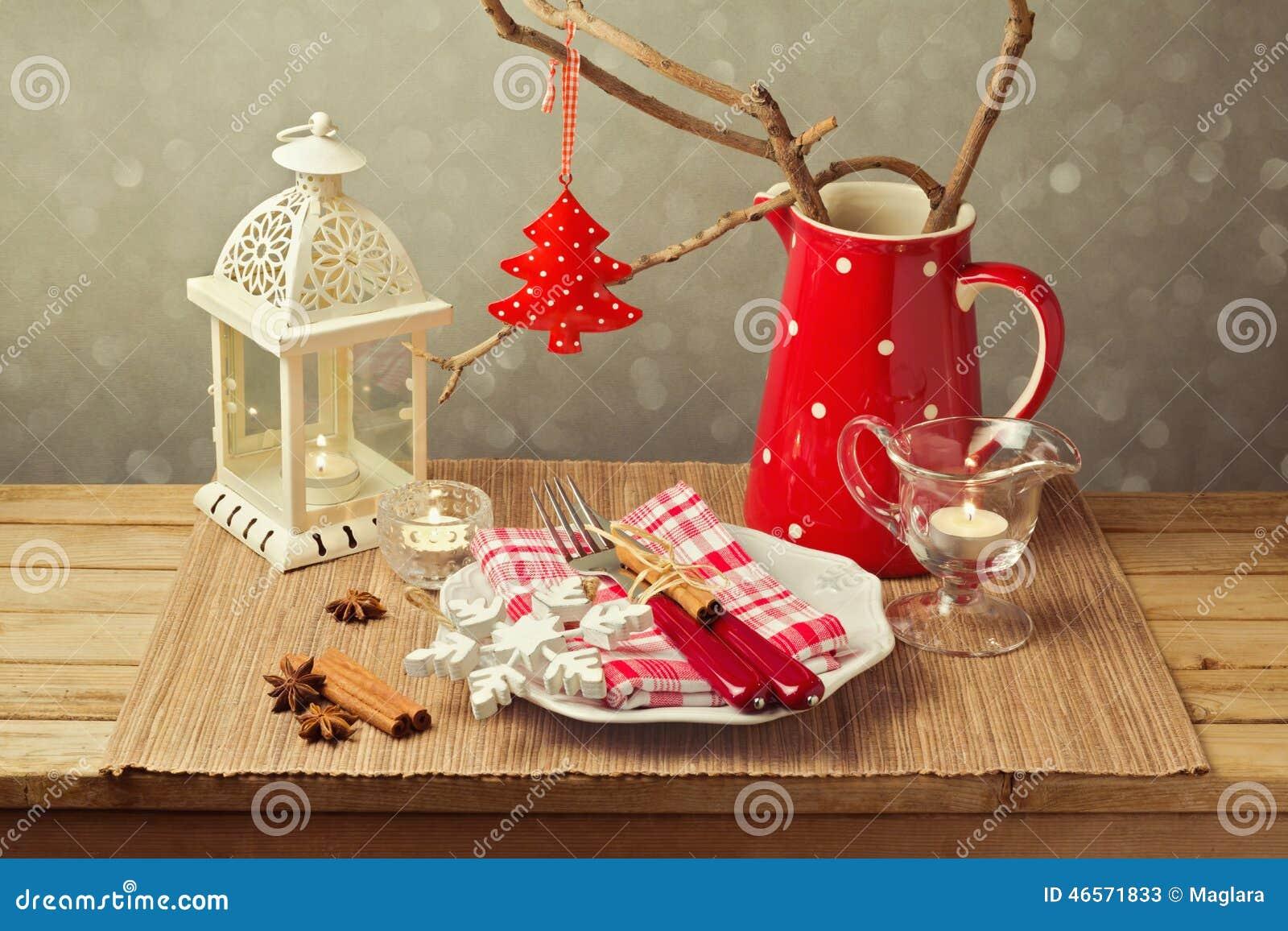 Regolazione della tavola di natale con le decorazioni e le - Le decorazioni di natale ...