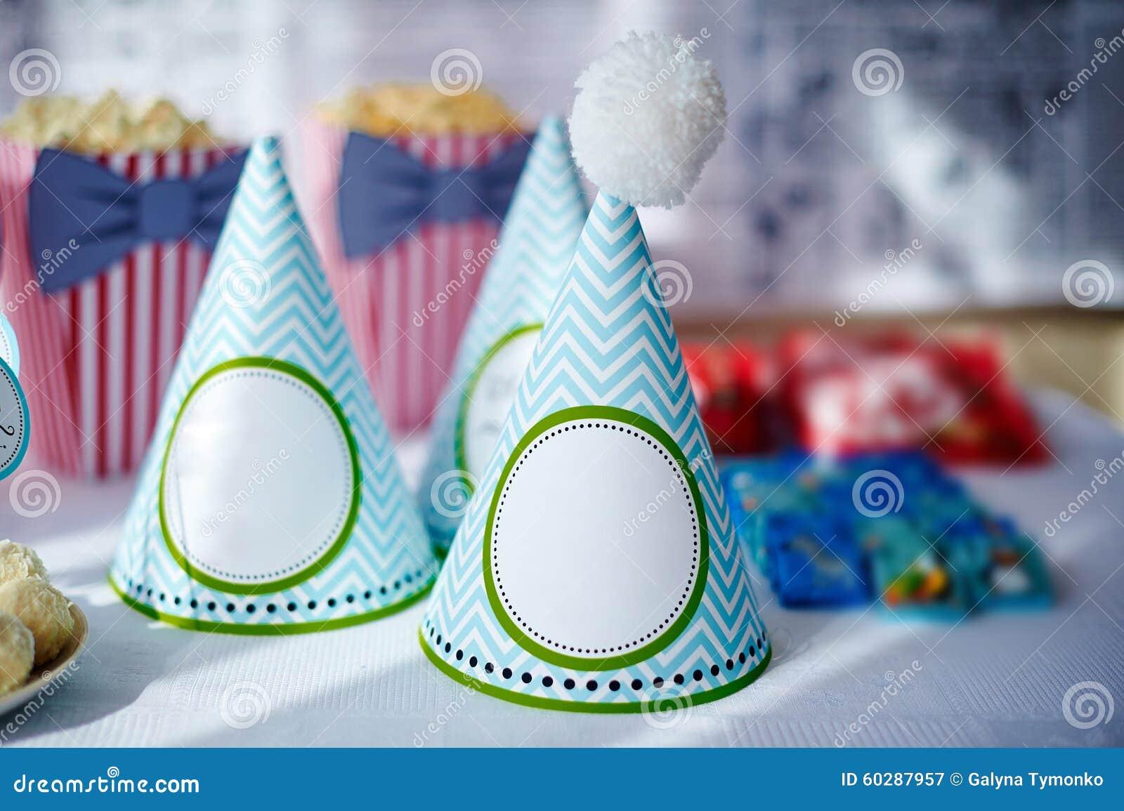 Decorazioni Da Tavolo Per Compleanno : Regolazione festiva della tavola per il compleanno sulle