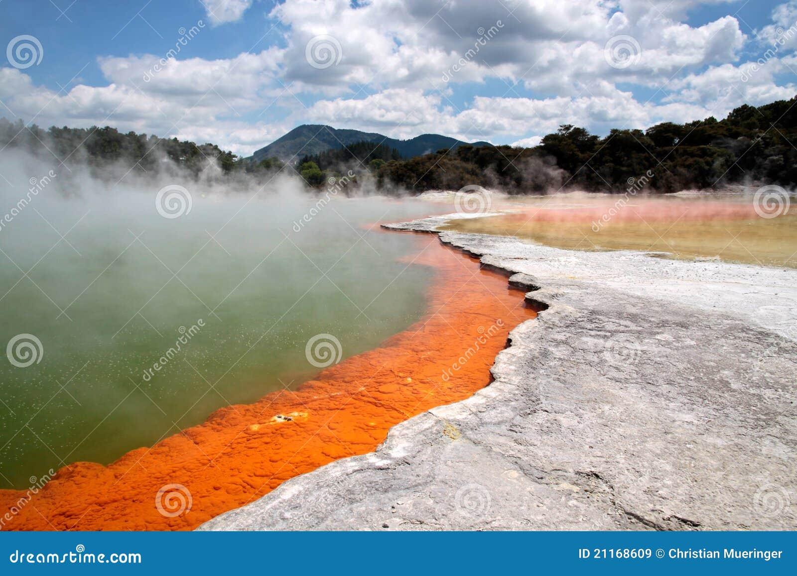 Regroupement de Champagne à la région géothermique de Wai-o-Tapu