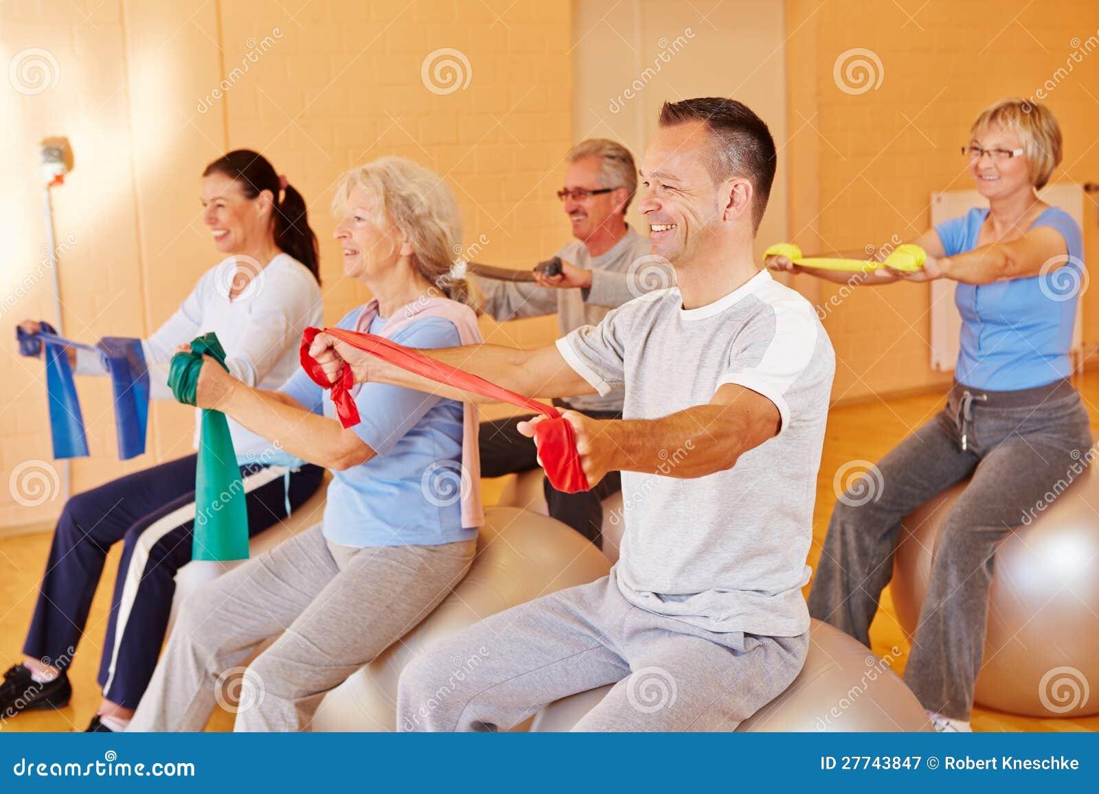 Reha sports for seniors in fitness