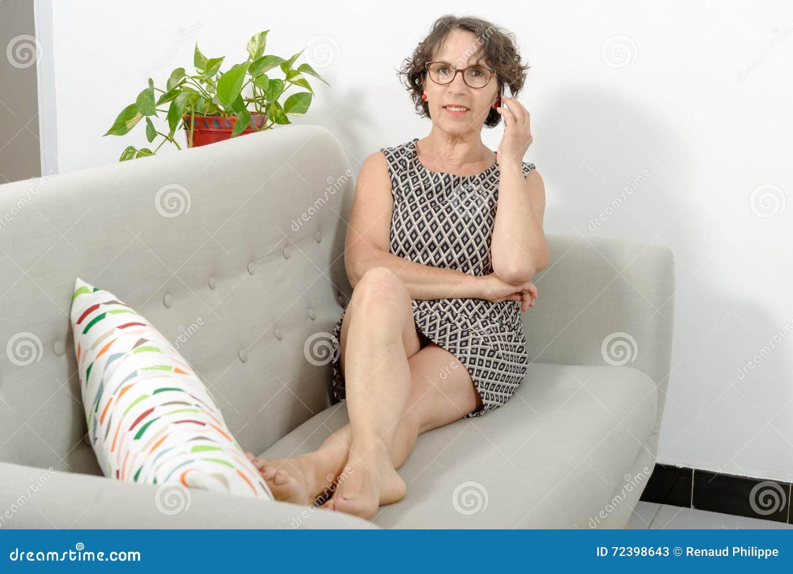 Privater Sexfilm auf dem Sofa