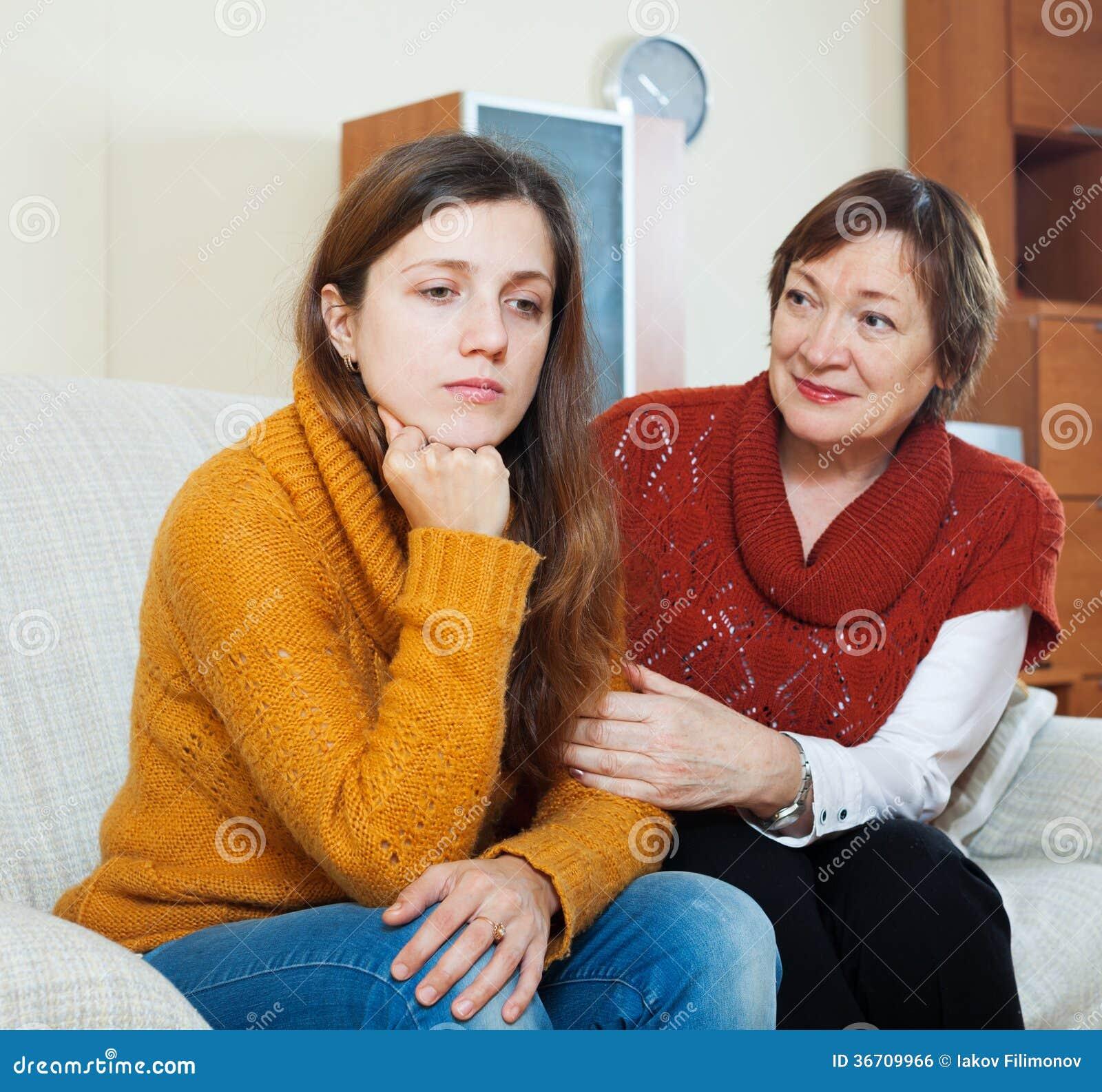 Reife Mutter Bittet Um Verzeihen Von Der Erwachsenen