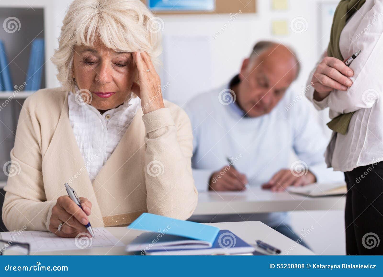 Reife Studenten, Die Test Schreiben Stockfoto - Bild von erwachsener ...