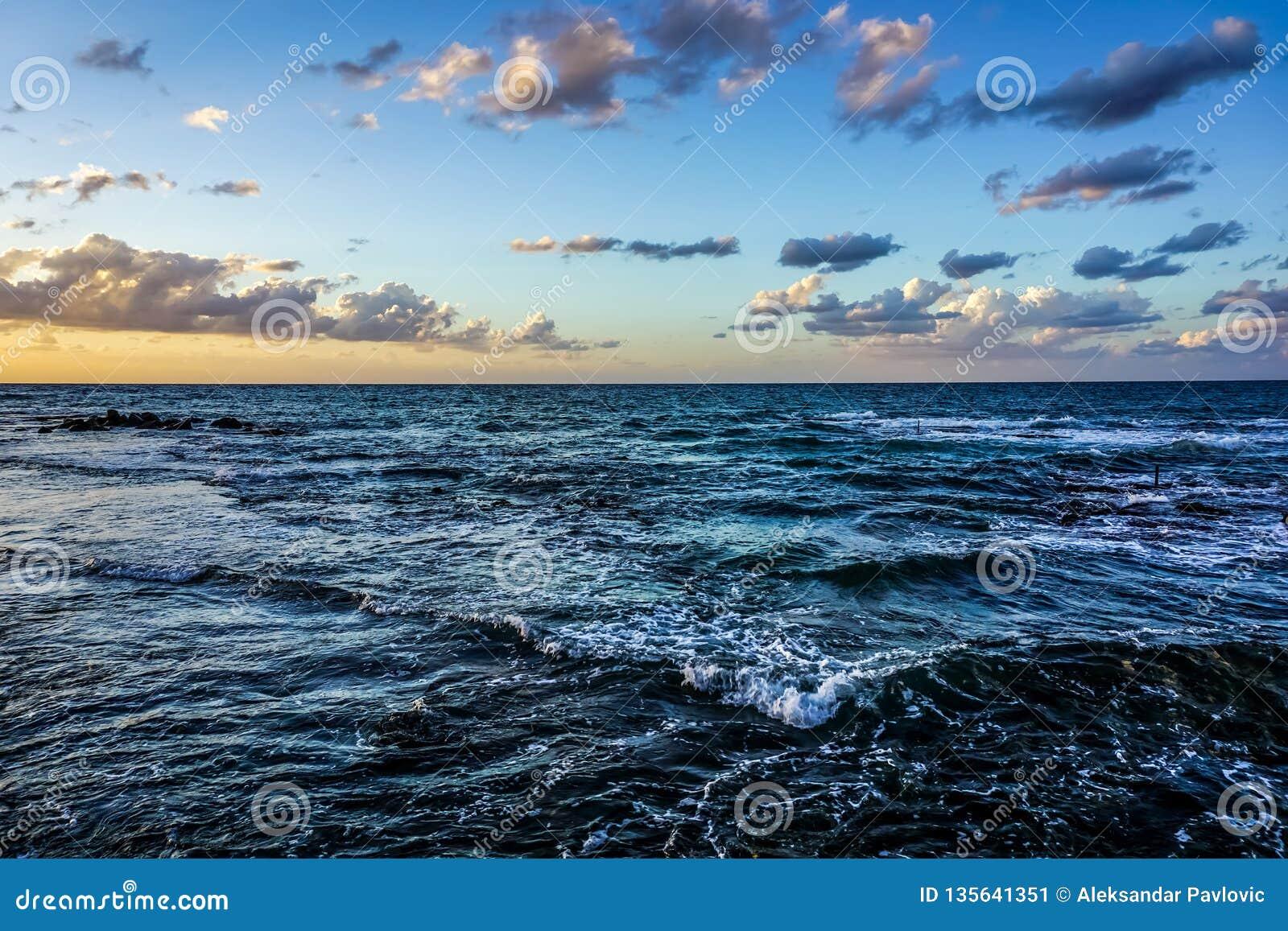 Reifen-steiniger Strand 03