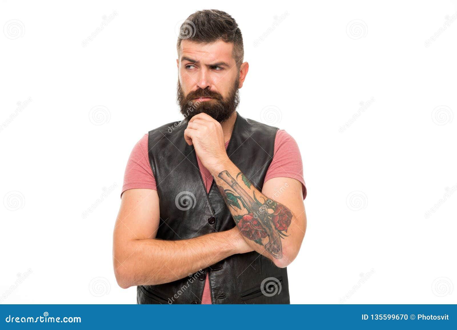 Reifer Hippie mit Bart Bärtiger Mann Haar- und Bartsorgfalt Einspritzung von botox im Gesicht der schönen Frau - getrenntes Weiß