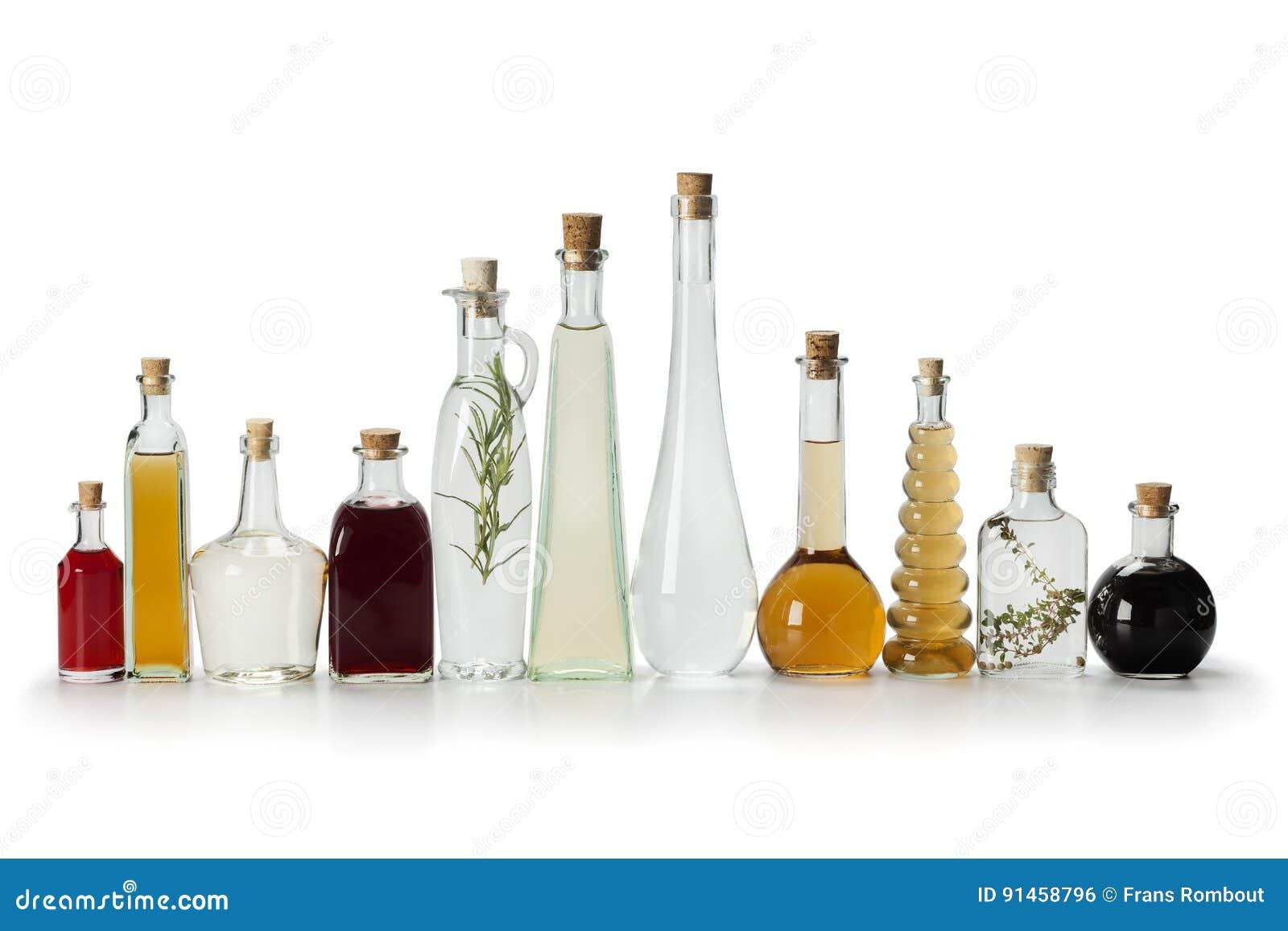 Reihe von Flaschen mit Essig