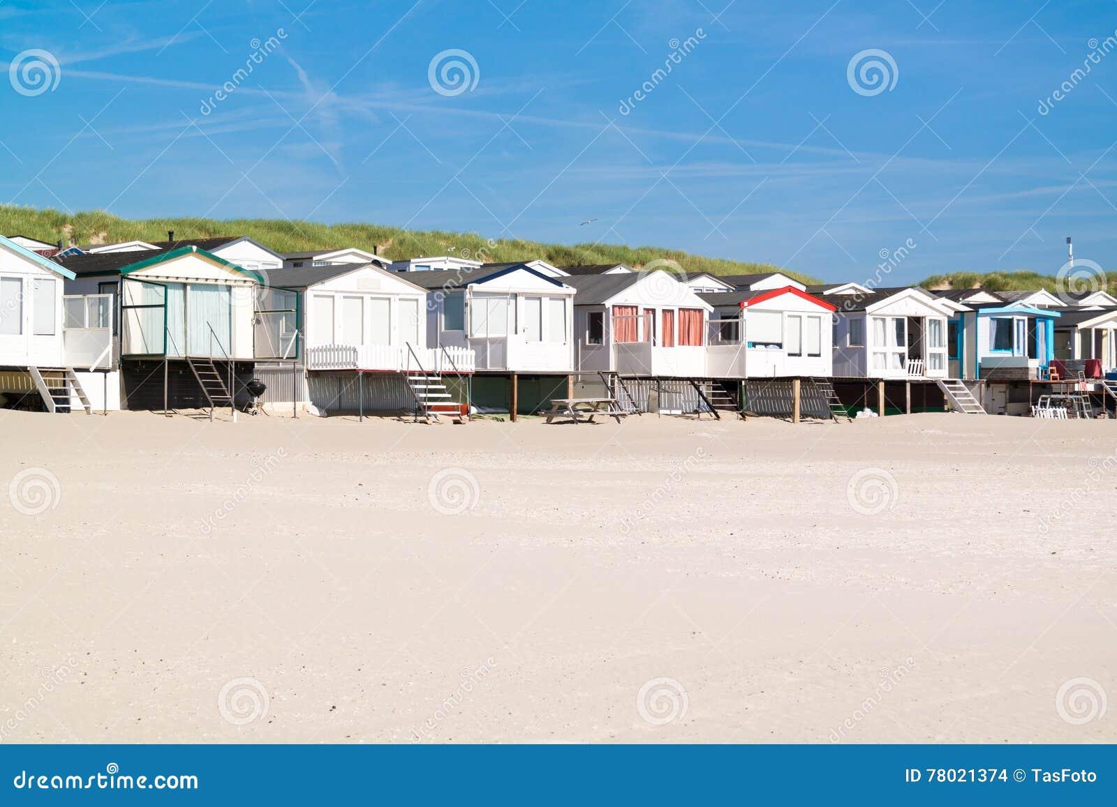 Reihe von strandhäusern die niederlande