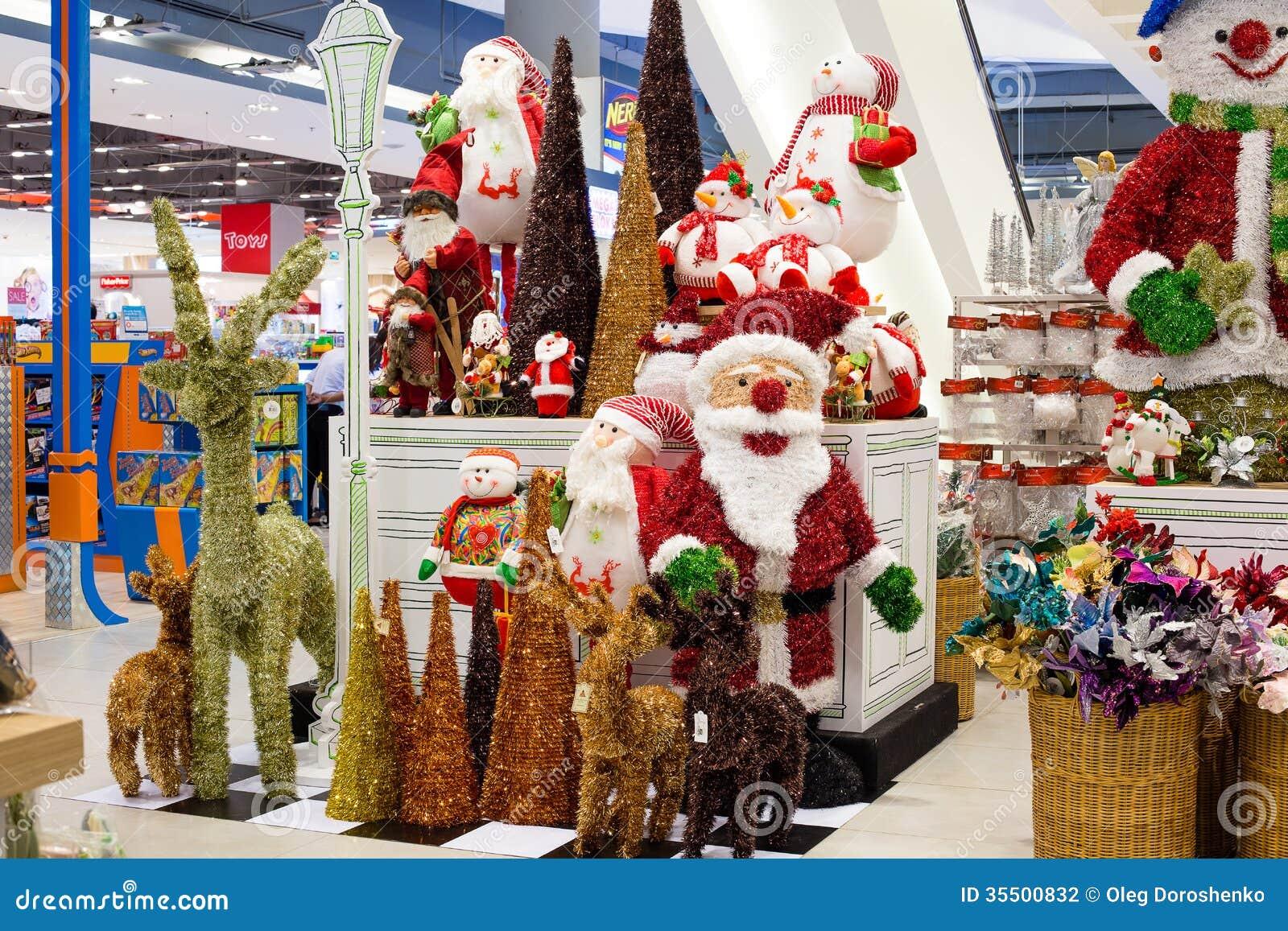 reihen von weihnachten spielt in einem supermarkt siam. Black Bedroom Furniture Sets. Home Design Ideas