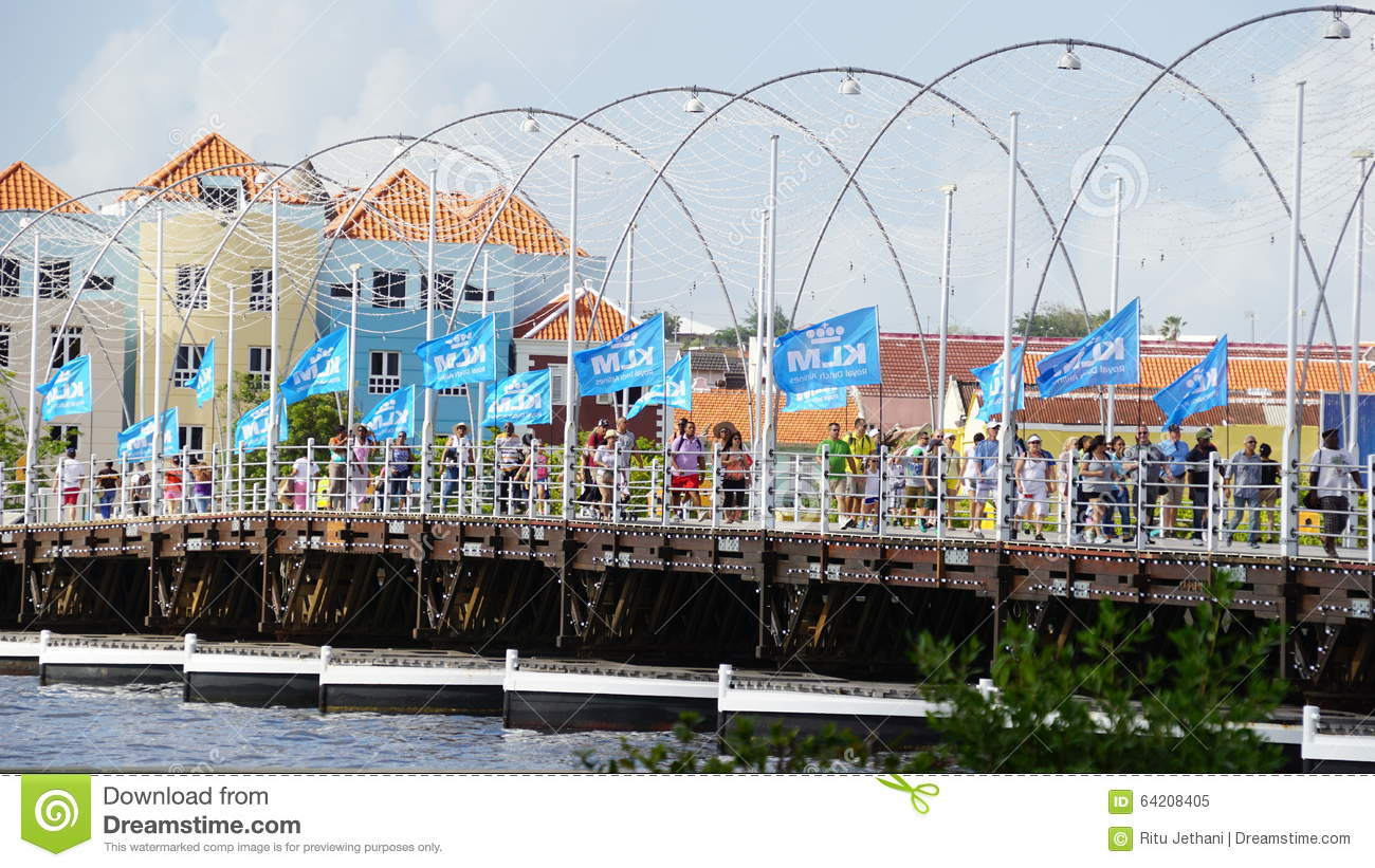 Reina Emma Pontoon Bridge en Willemstad, Curaçao