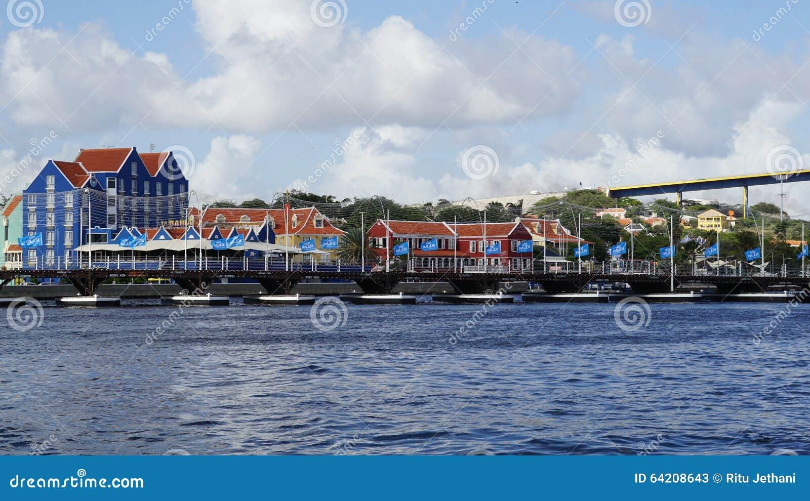Reina Emma Pontoon Bridge en Willemstad, Curaçao