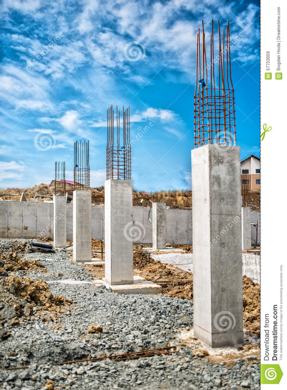 Metal Building Pillar : Reinforced steel bars on construction pillars concrete