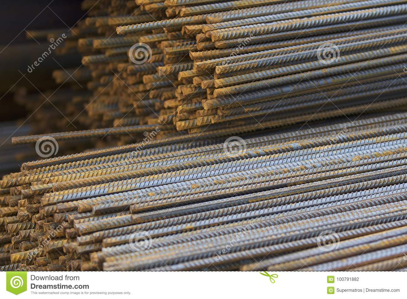 Reinforcing bars with a periodic profile in the packs are stored in the metal products warehouse