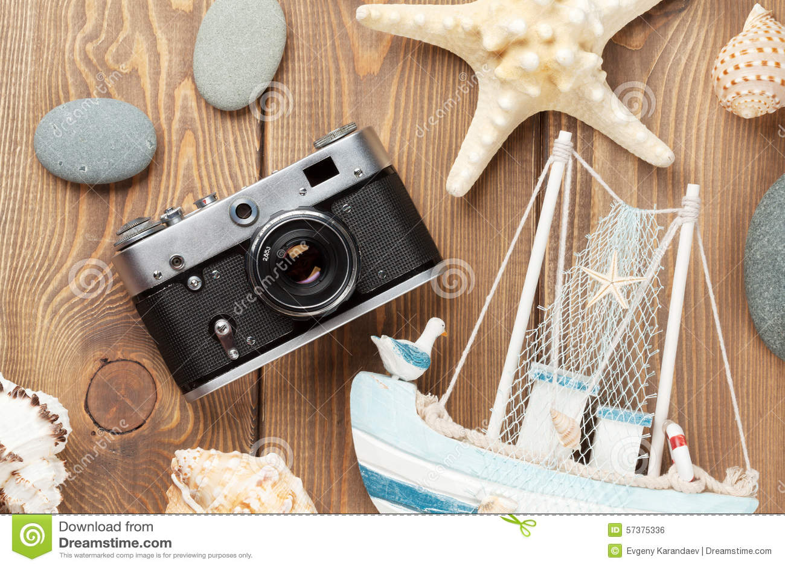 Reis en vakantiepunten op houten lijst