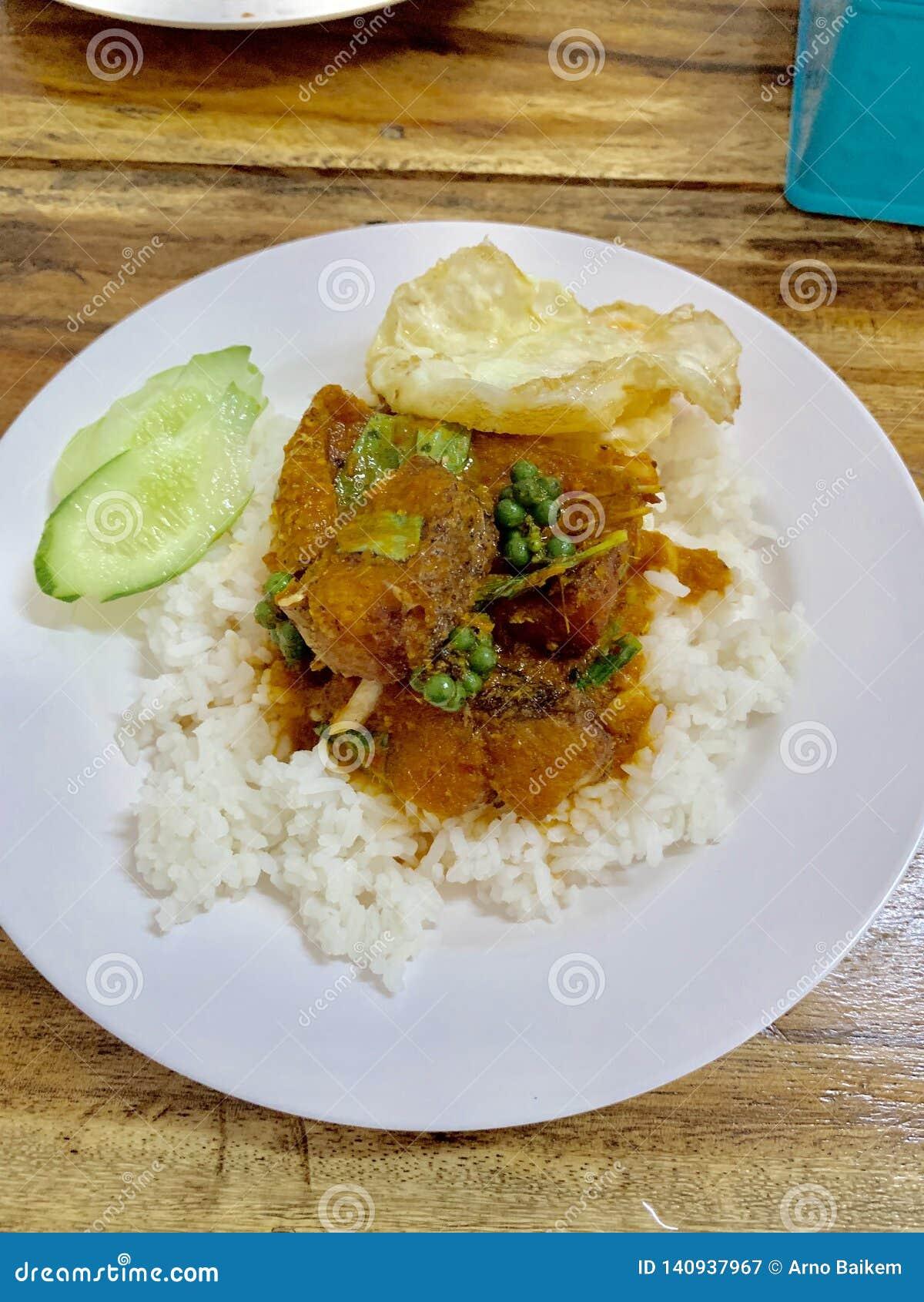 Reis mit Fischcurry