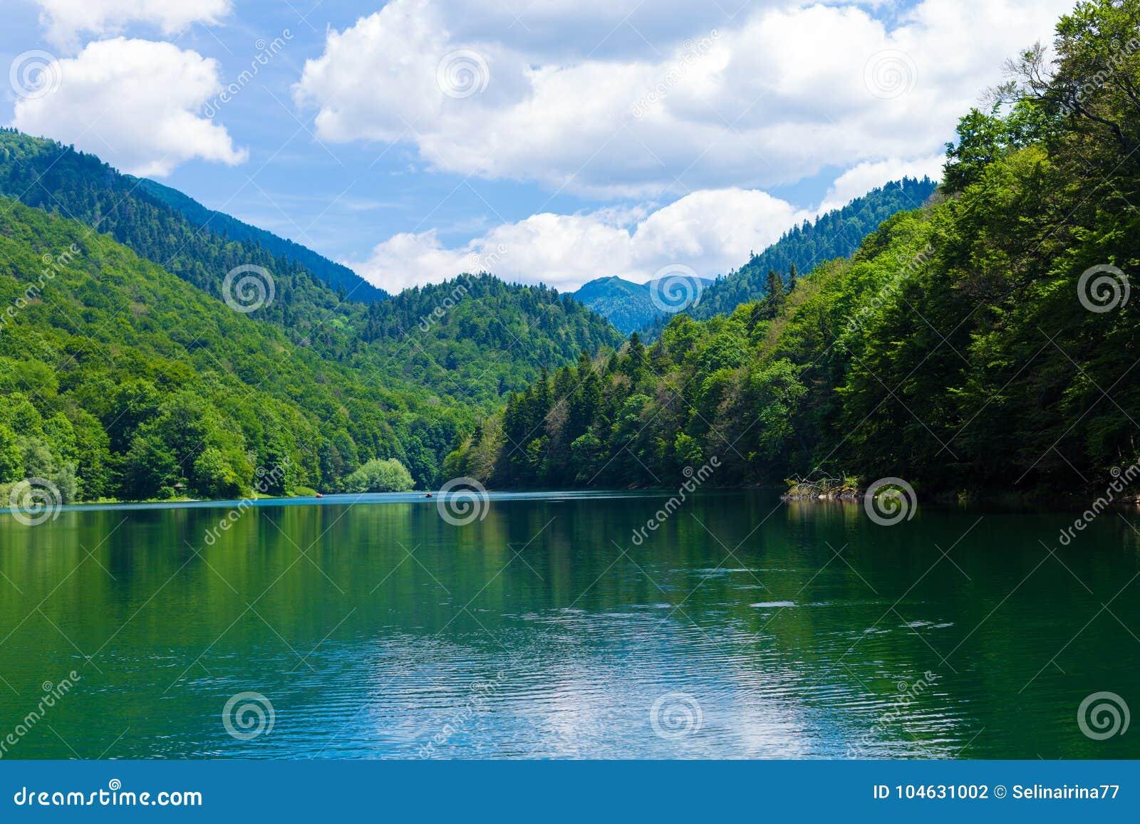 Download Reis In Montenegro Reeks - Mening Van Mooi Zwart Meer, Durmitor Stock Foto - Afbeelding bestaande uit niemand, genaturaliseerd: 104631002