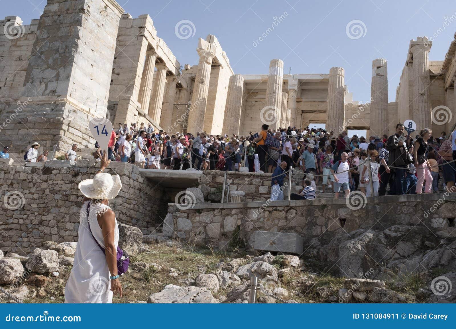 Reiseführer an der Akropolise, Atthens, Griechenland