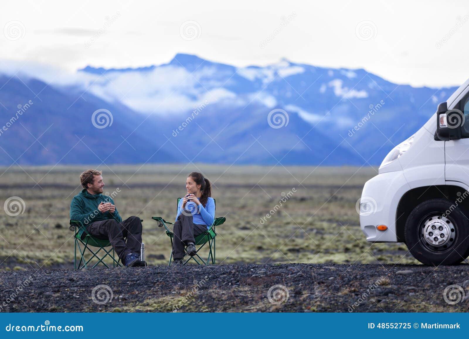 Reispaar door mobiel campervan motorhuis rv