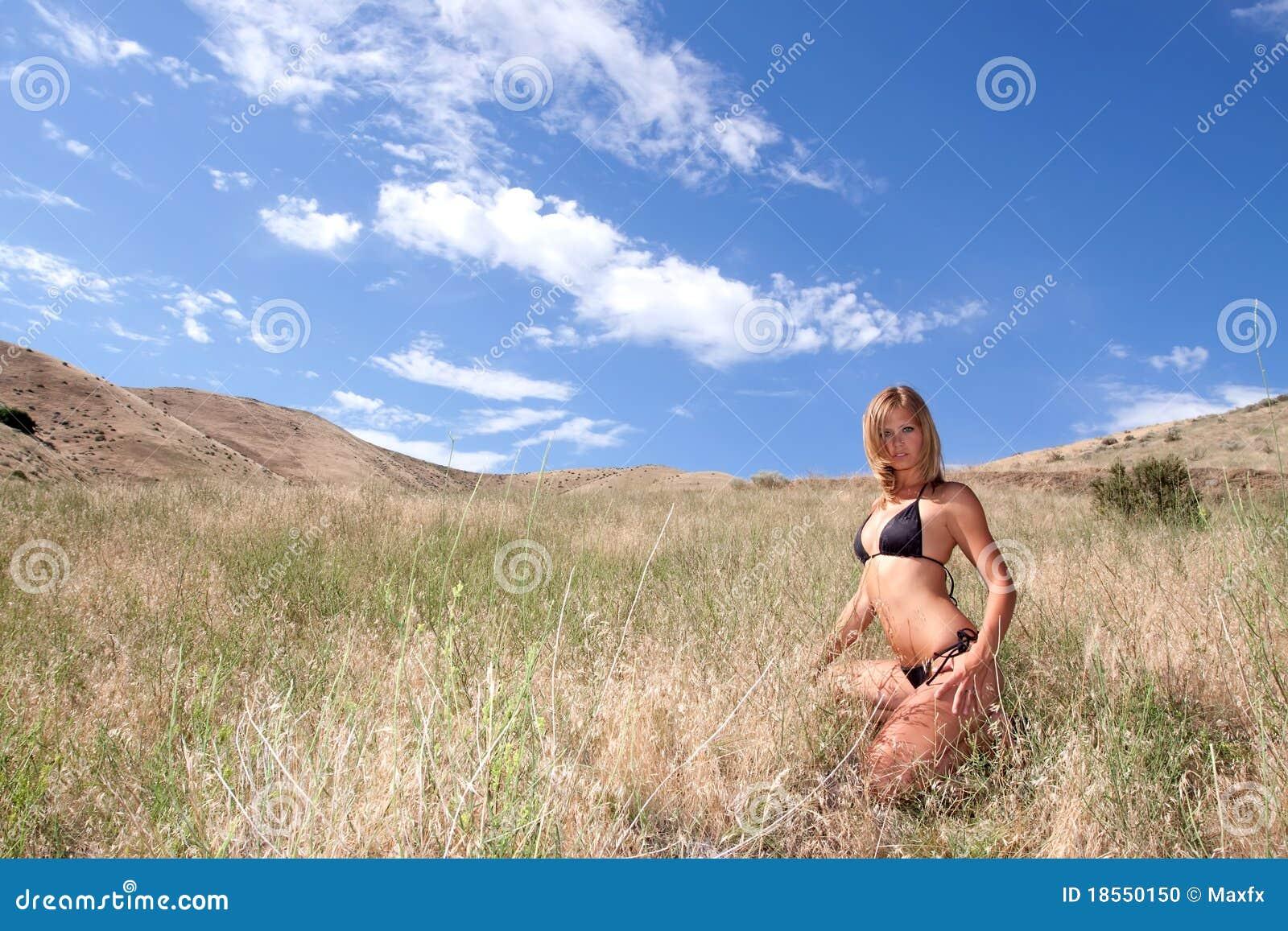 Reizvolle Frau im Bikini