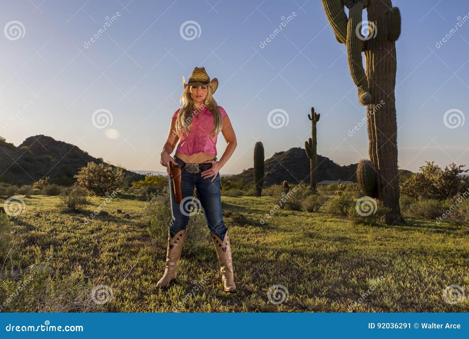 Reizvolles blondes Cowgirl