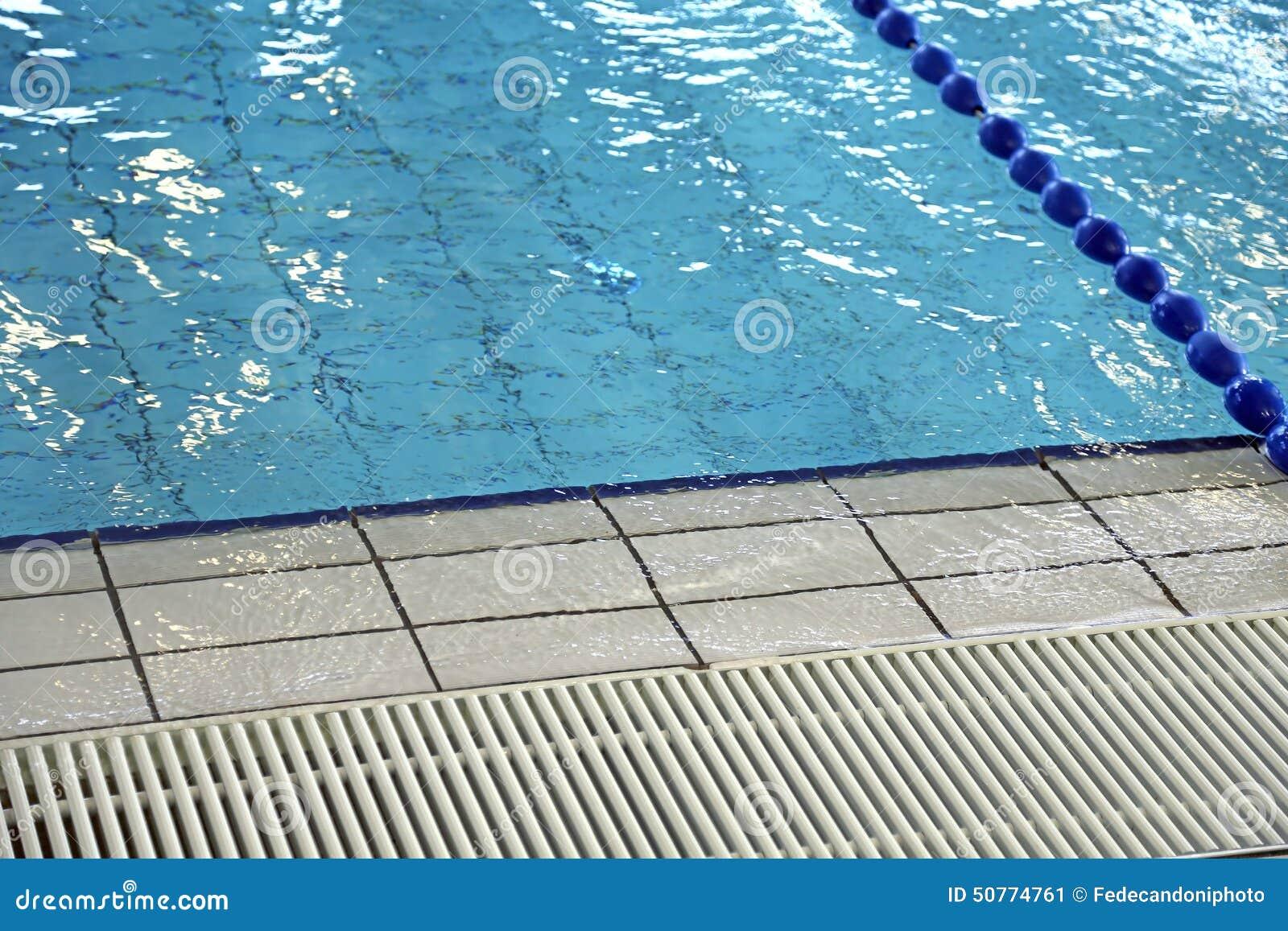 Rejilla para la circulaci n del agua en piscina foto de for Rejilla piscina