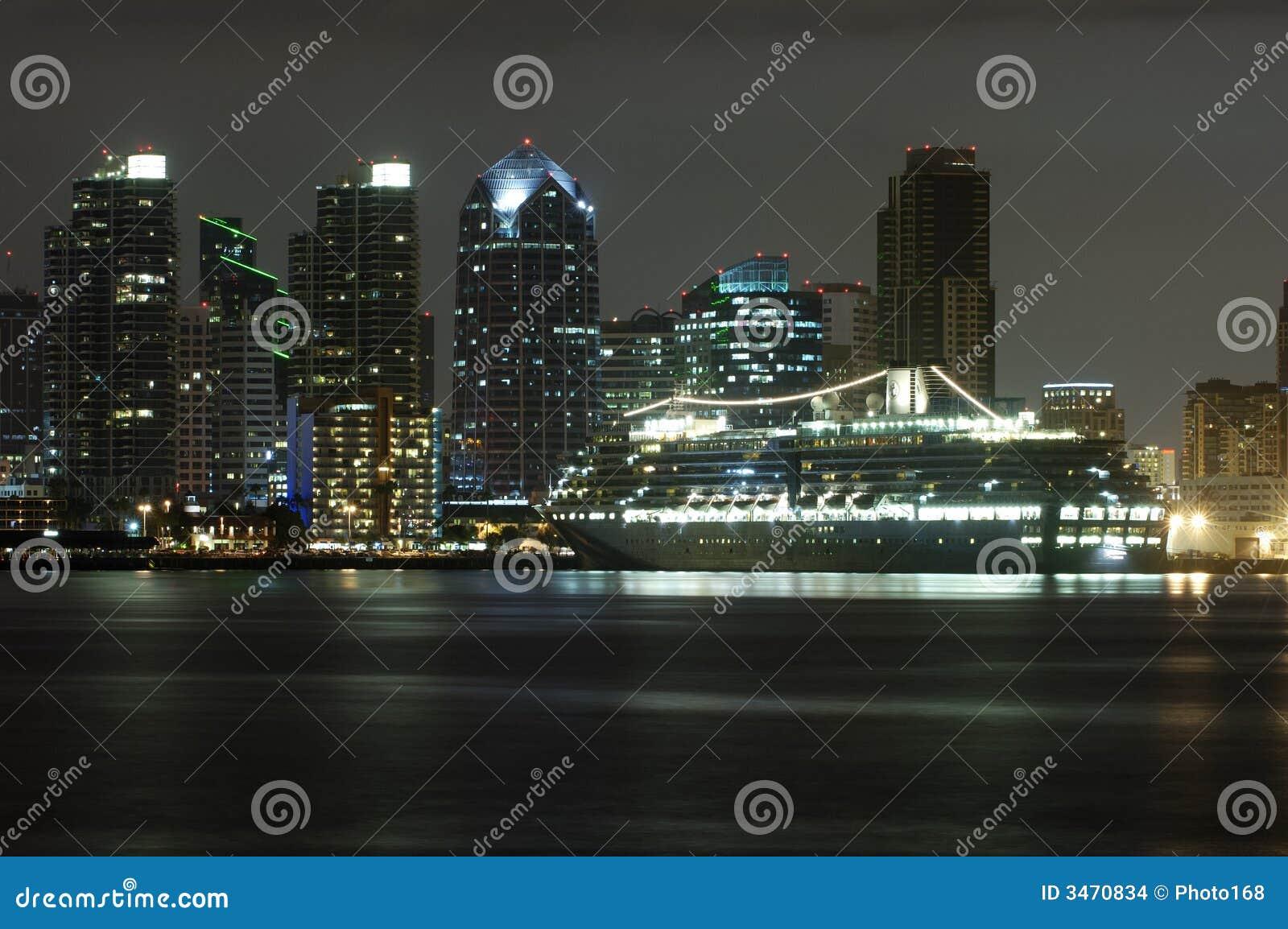 Rejs portu statek