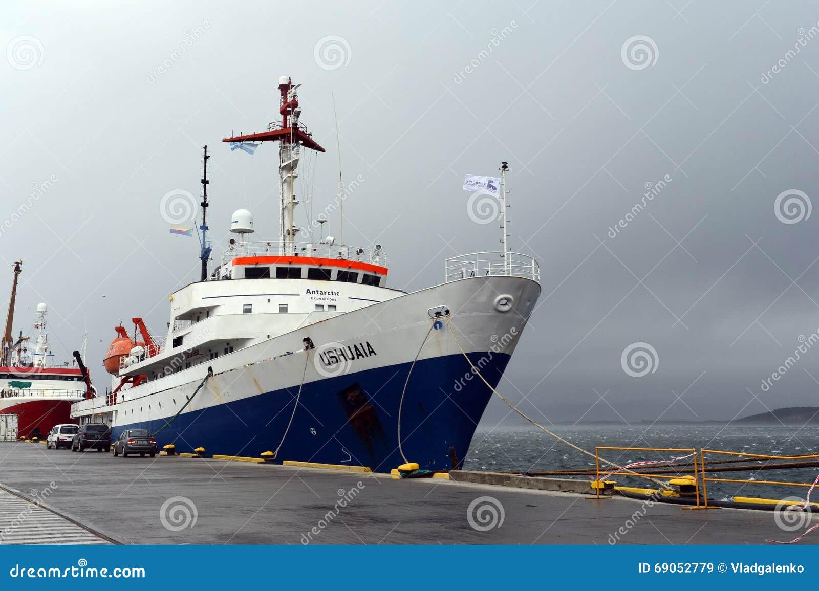 Rejsu statek Ushuaia w porcie Ushuaia