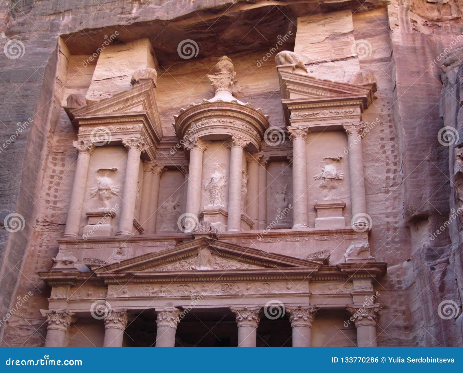 Reklama Deir monaster świątynia Petra, Jordania