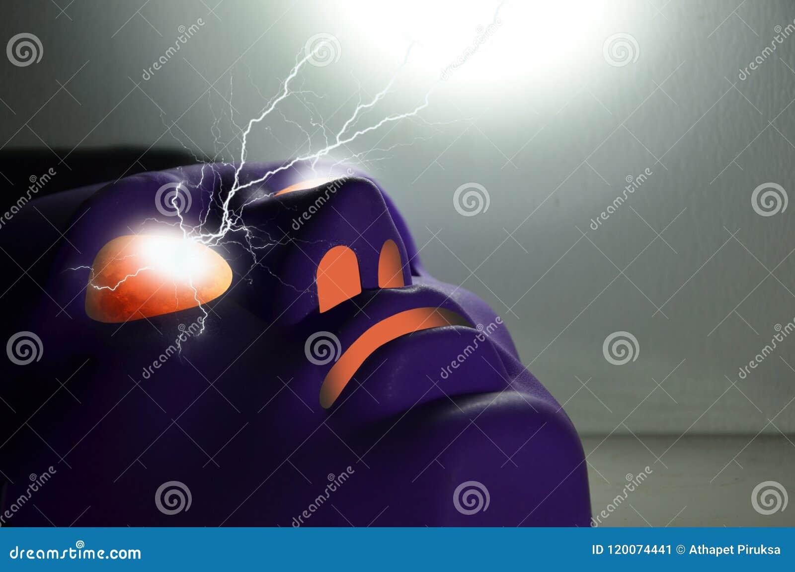 Relámpago del poder del misterio de ojos rojos de la máscara violeta